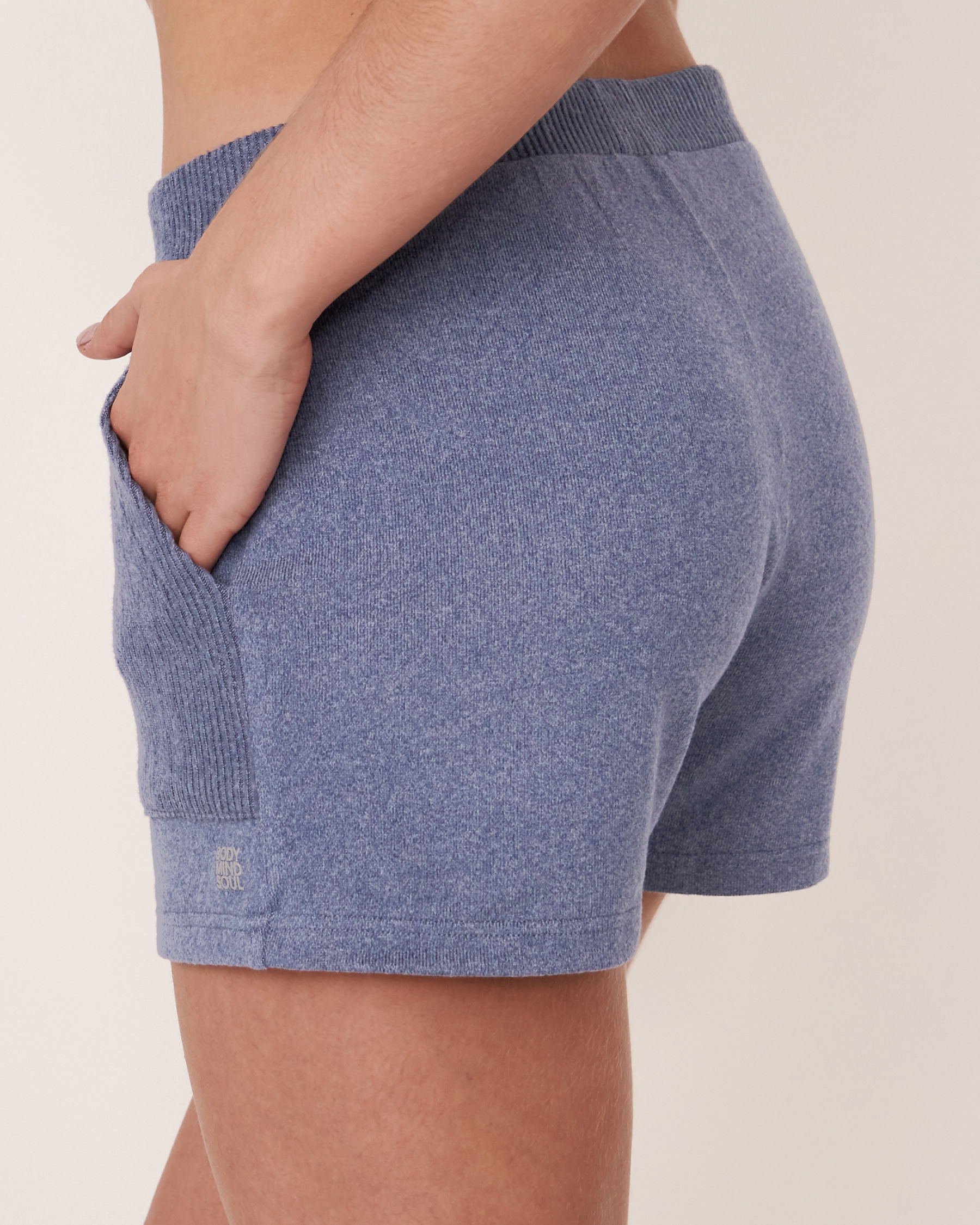 LA VIE EN ROSE Short en tricot doux Mélange bleu jeans 50200007 - Voir2