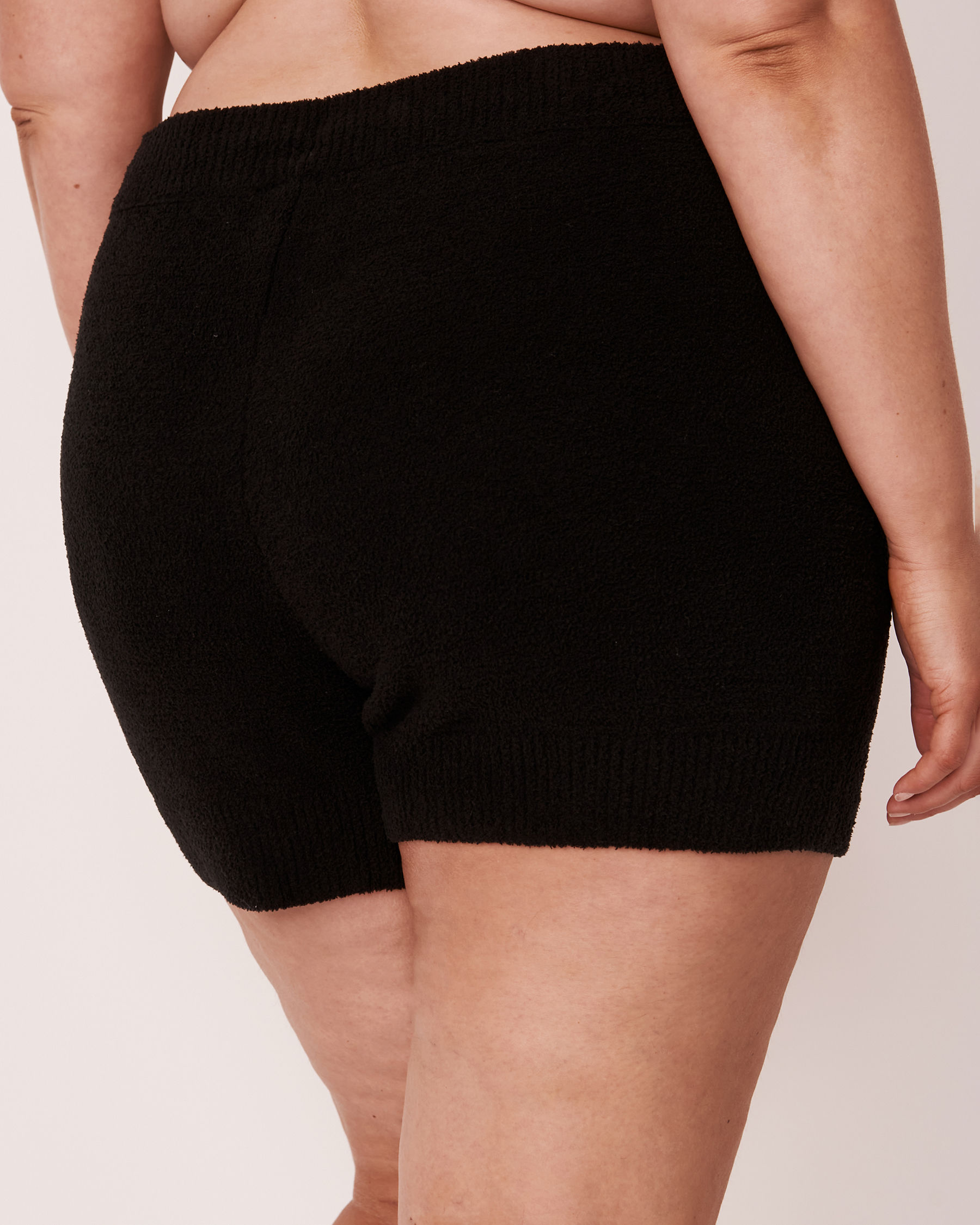 LA VIE EN ROSE Chenille Shorts Black 50200016 - View2