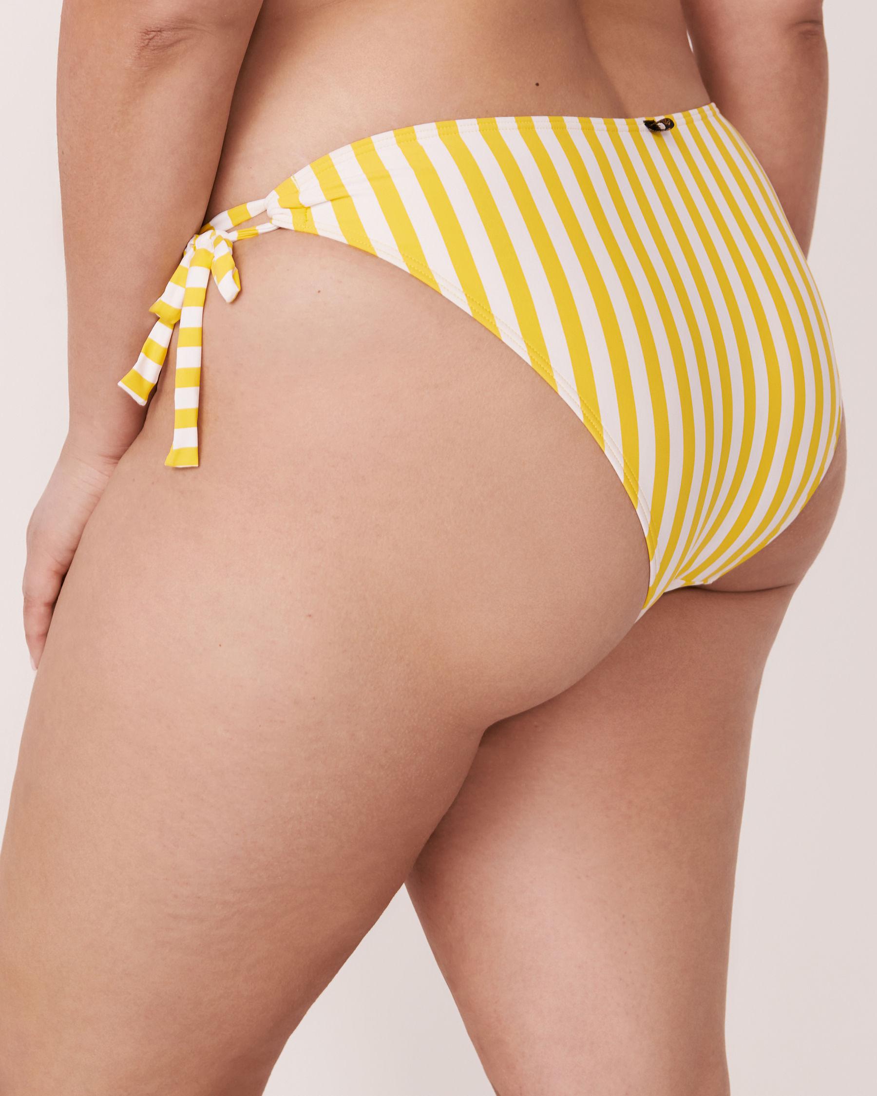 LA VIE EN ROSE AQUA Bas de bikini brésilien en fibres recyclées YELLOW SUBMARINE Rayures jaunes et blanches 70300096 - Voir2