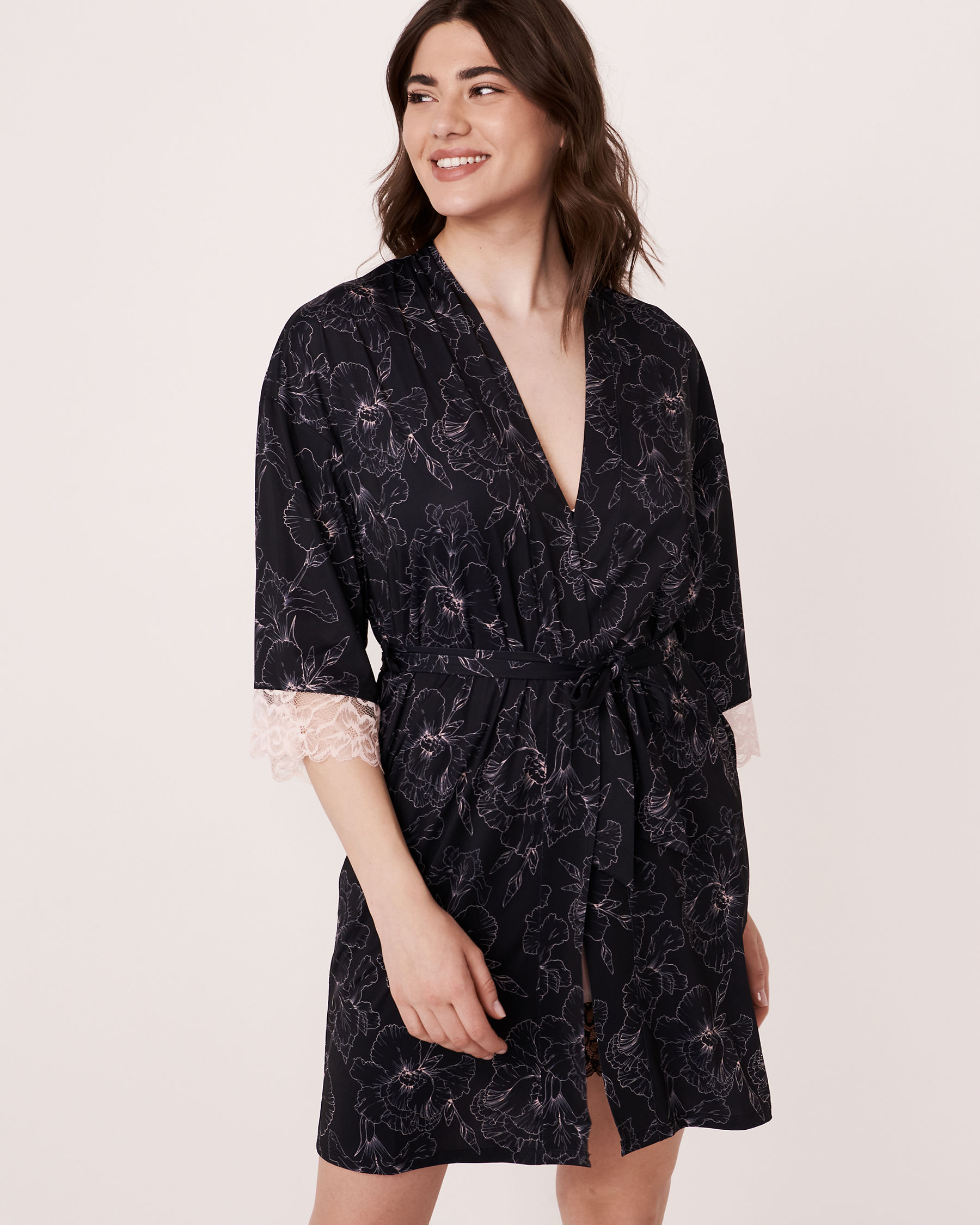 LA VIE EN ROSE Recycled Fibers Lace Trim Kimono Black flower 40600017 - View1
