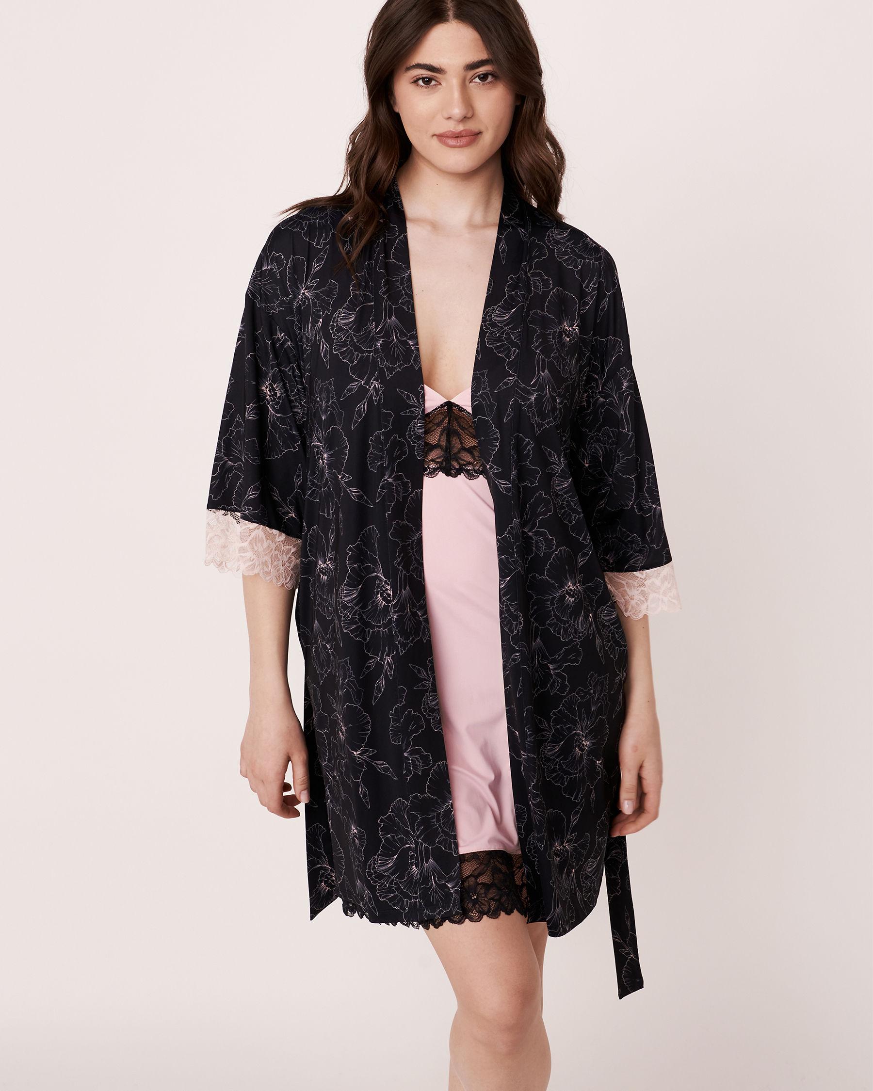 LA VIE EN ROSE Recycled Fibers Lace Trim Kimono Black flower 40600017 - View3