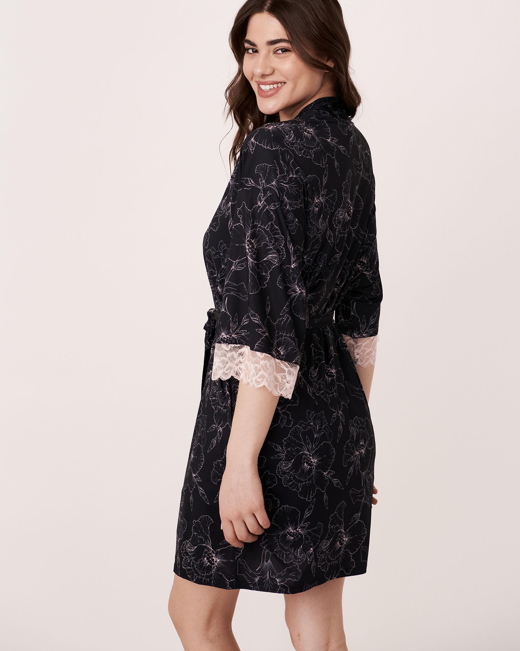 LA VIE EN ROSE Recycled Fibers Lace Trim Kimono Black flower 40600017 - View4