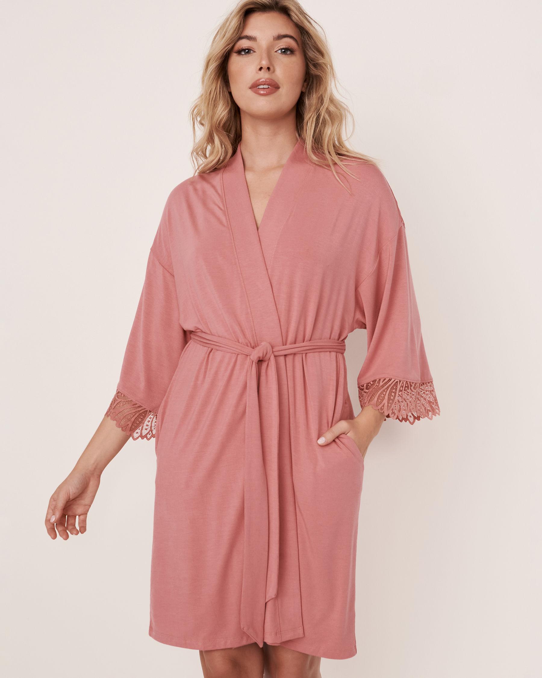 LA VIE EN ROSE Kimono garniture de dentelle en modal Vieux rose 40600020 - Voir1
