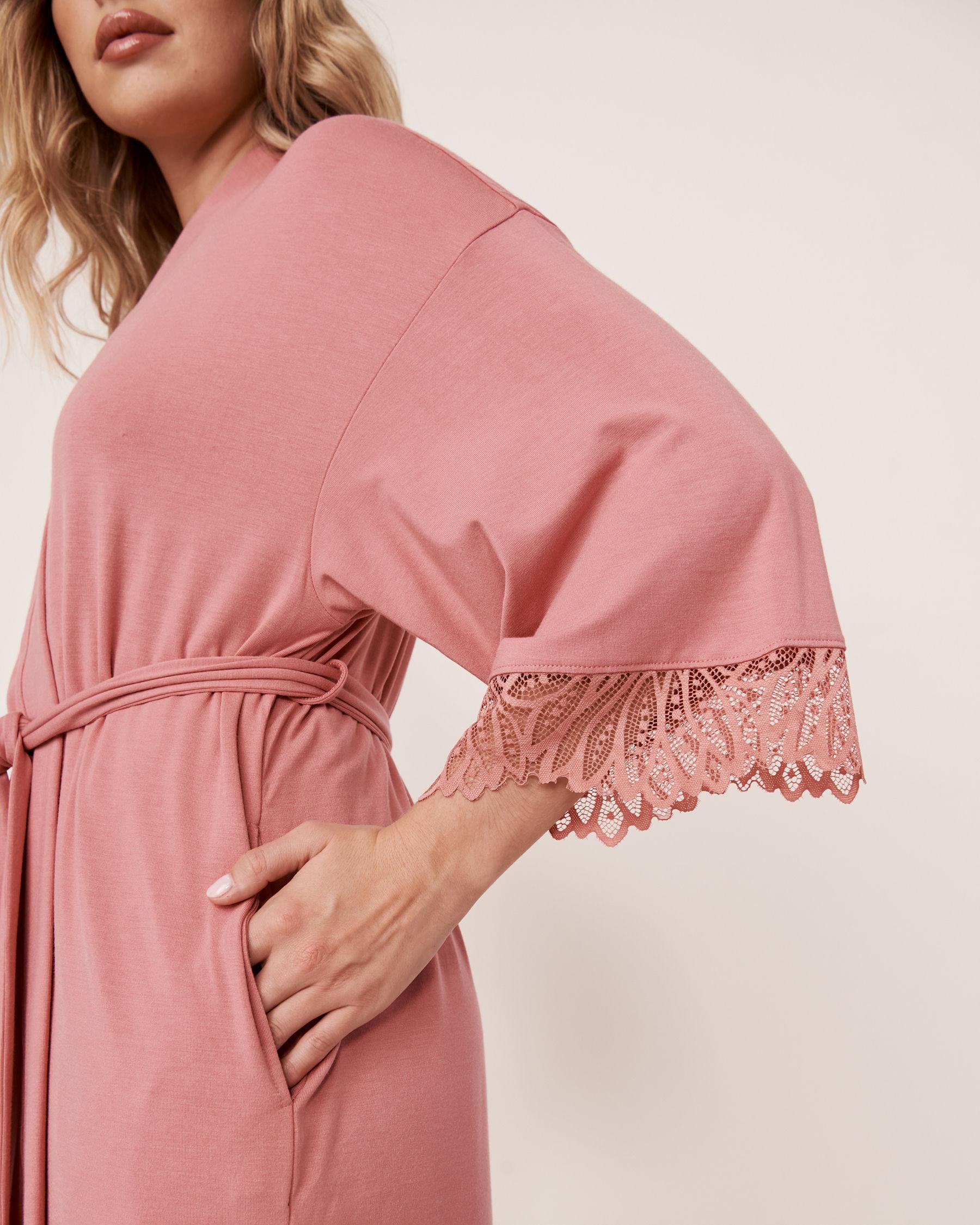 LA VIE EN ROSE Kimono garniture de dentelle en modal Vieux rose 40600020 - Voir2