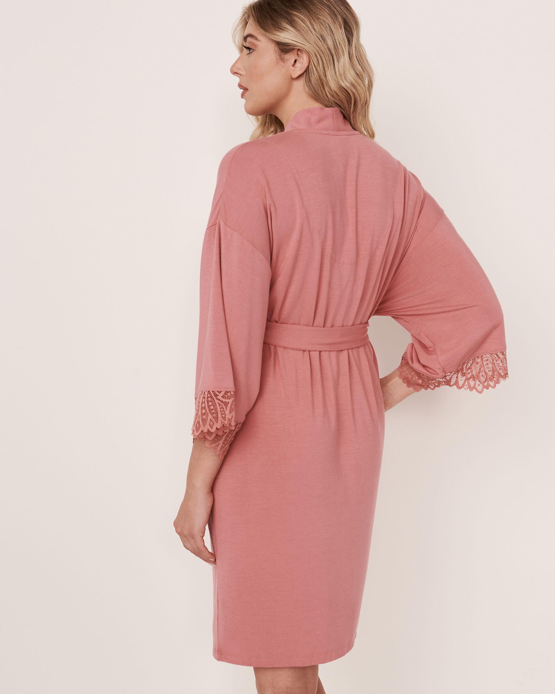 LA VIE EN ROSE Kimono garniture de dentelle en modal Vieux rose 40600020 - Voir3
