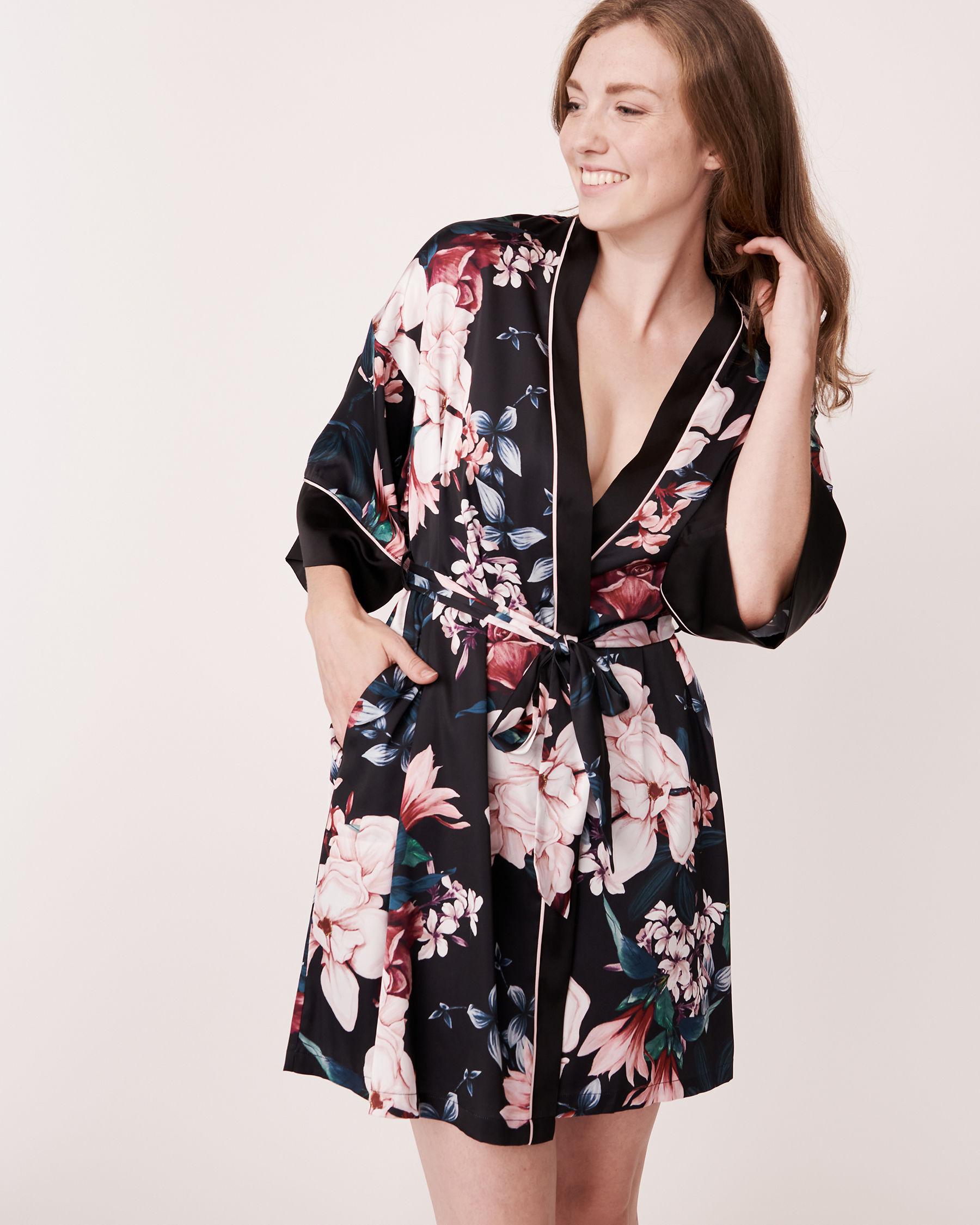 LA VIE EN ROSE Kimono en satin mat Noir 870-435-0-11 - Voir1