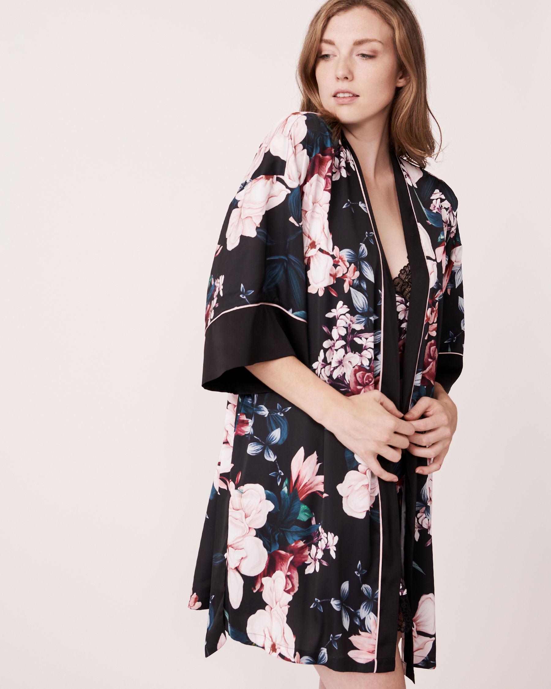 LA VIE EN ROSE Kimono en satin mat Noir 870-435-0-11 - Voir4