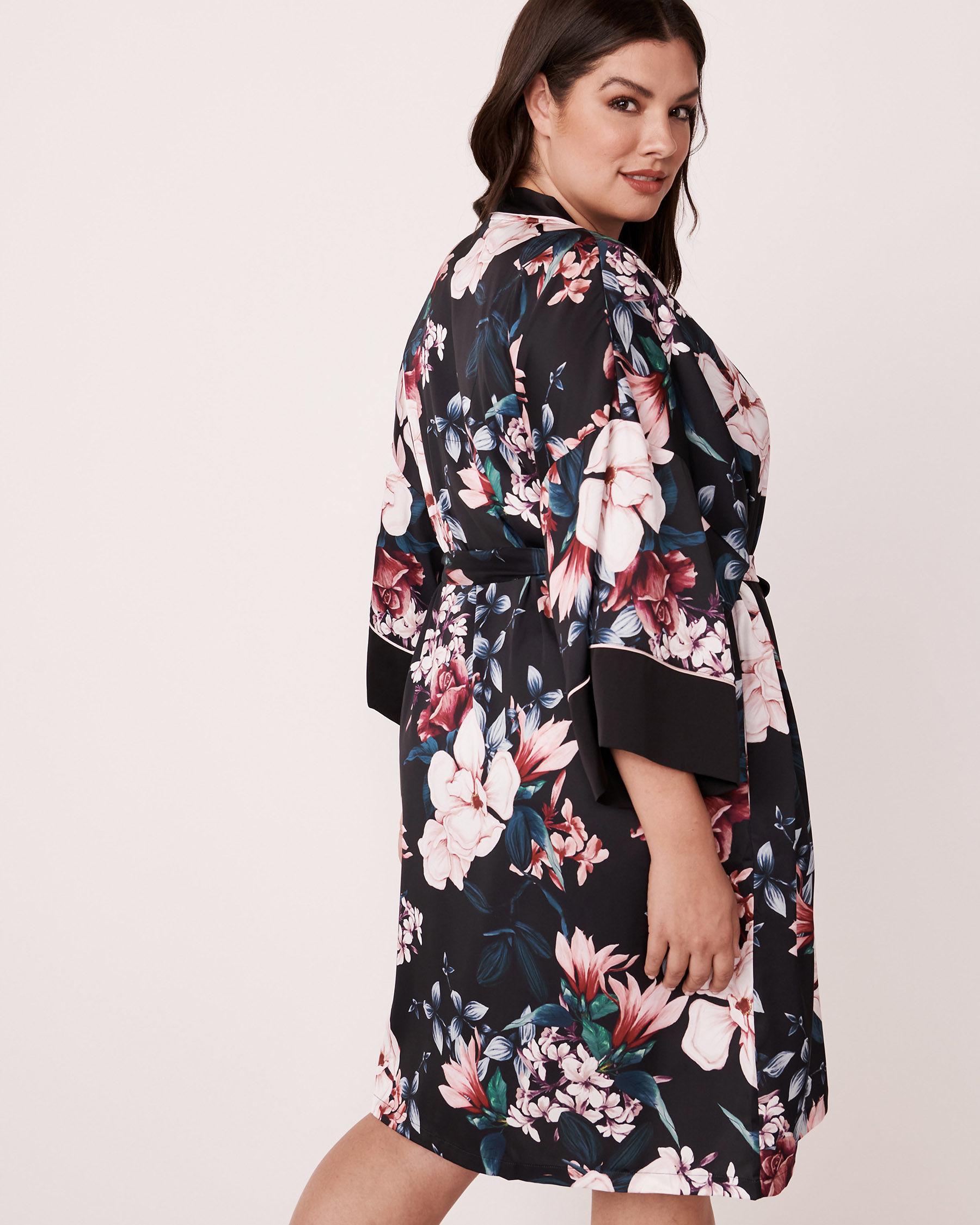 LA VIE EN ROSE Kimono en satin mat Noir 870-435-0-11 - Voir5