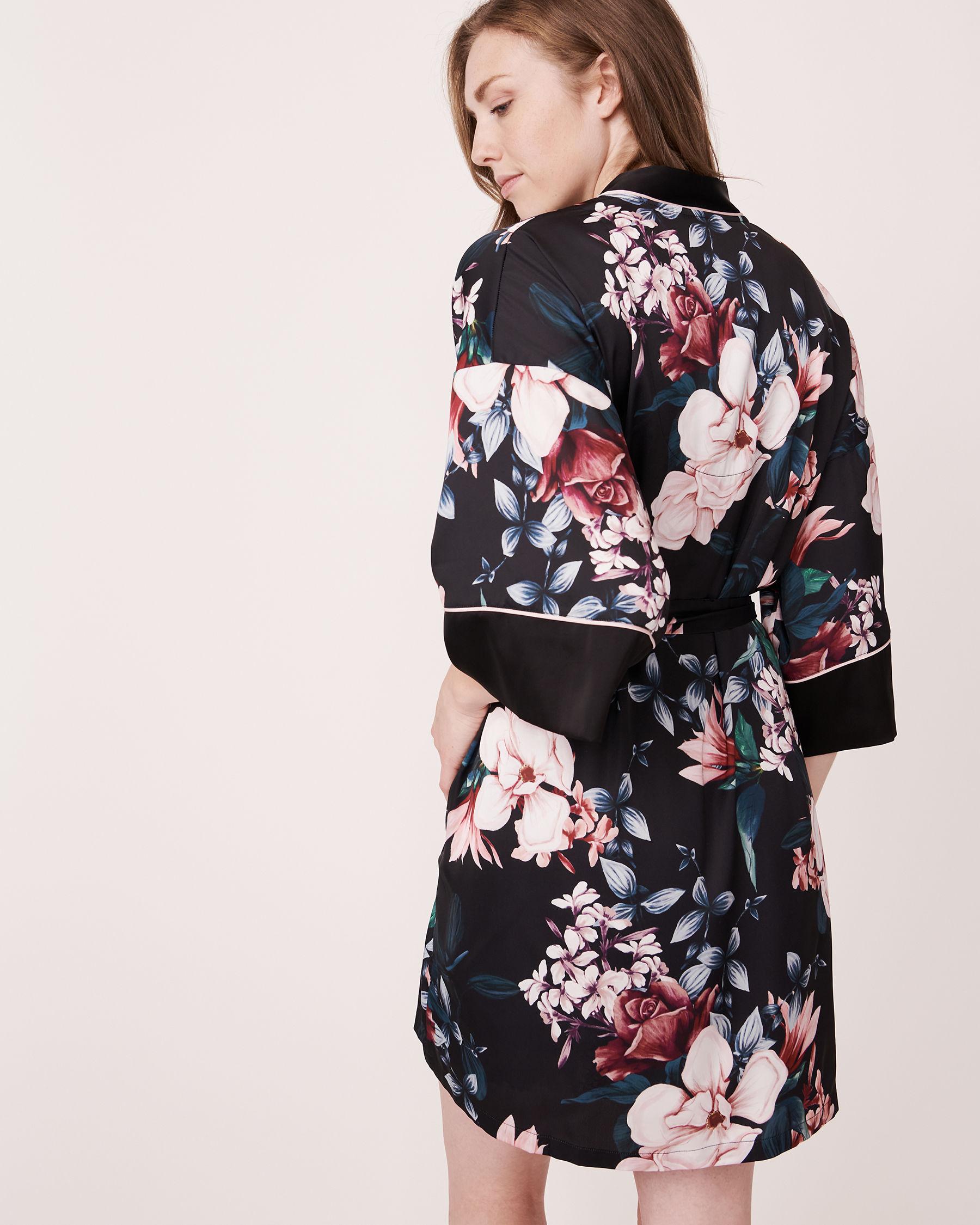 LA VIE EN ROSE Kimono en satin mat Noir 870-435-0-11 - Voir7