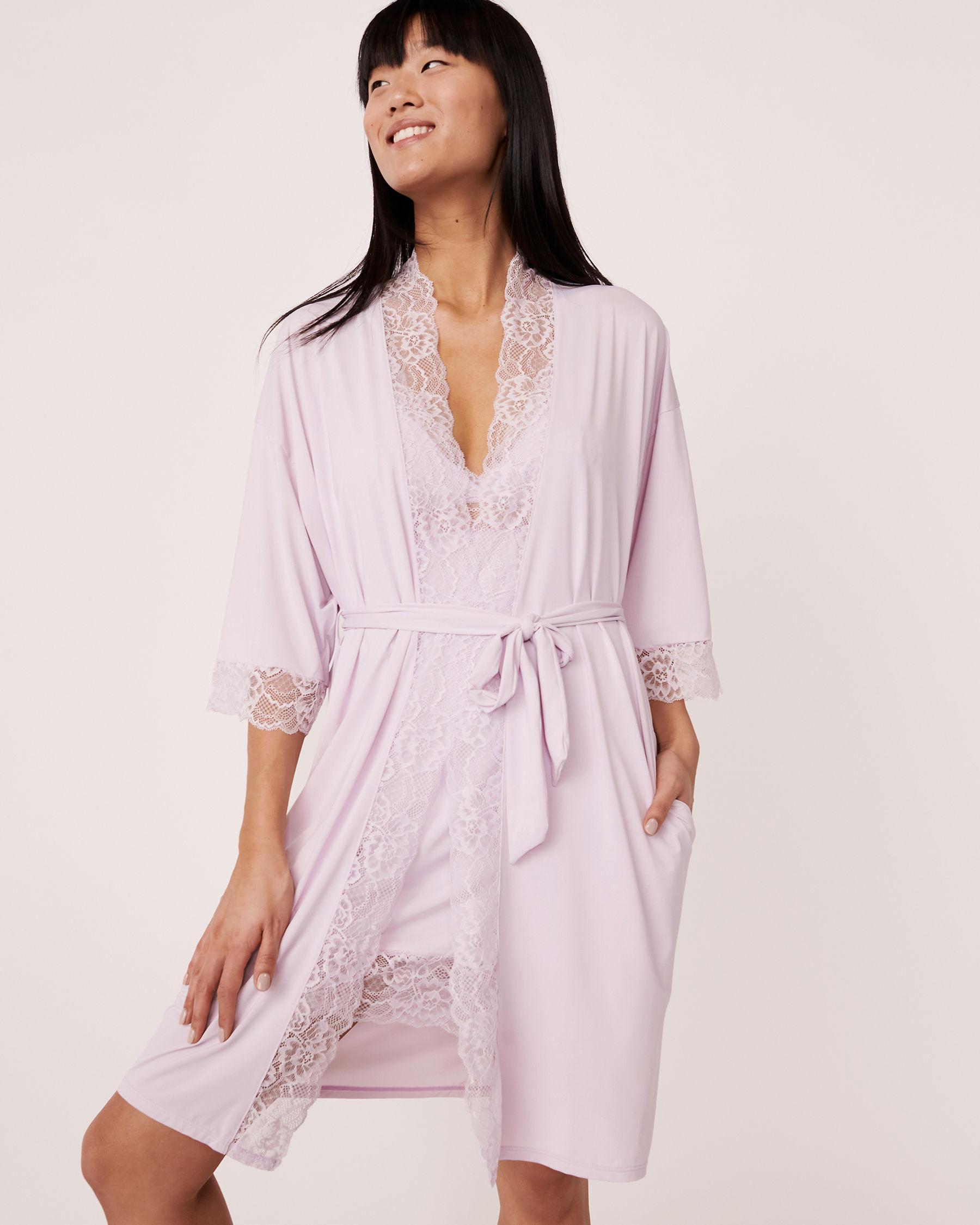 LA VIE EN ROSE Kimono garniture de dentelle Lilas 60600002 - Voir2