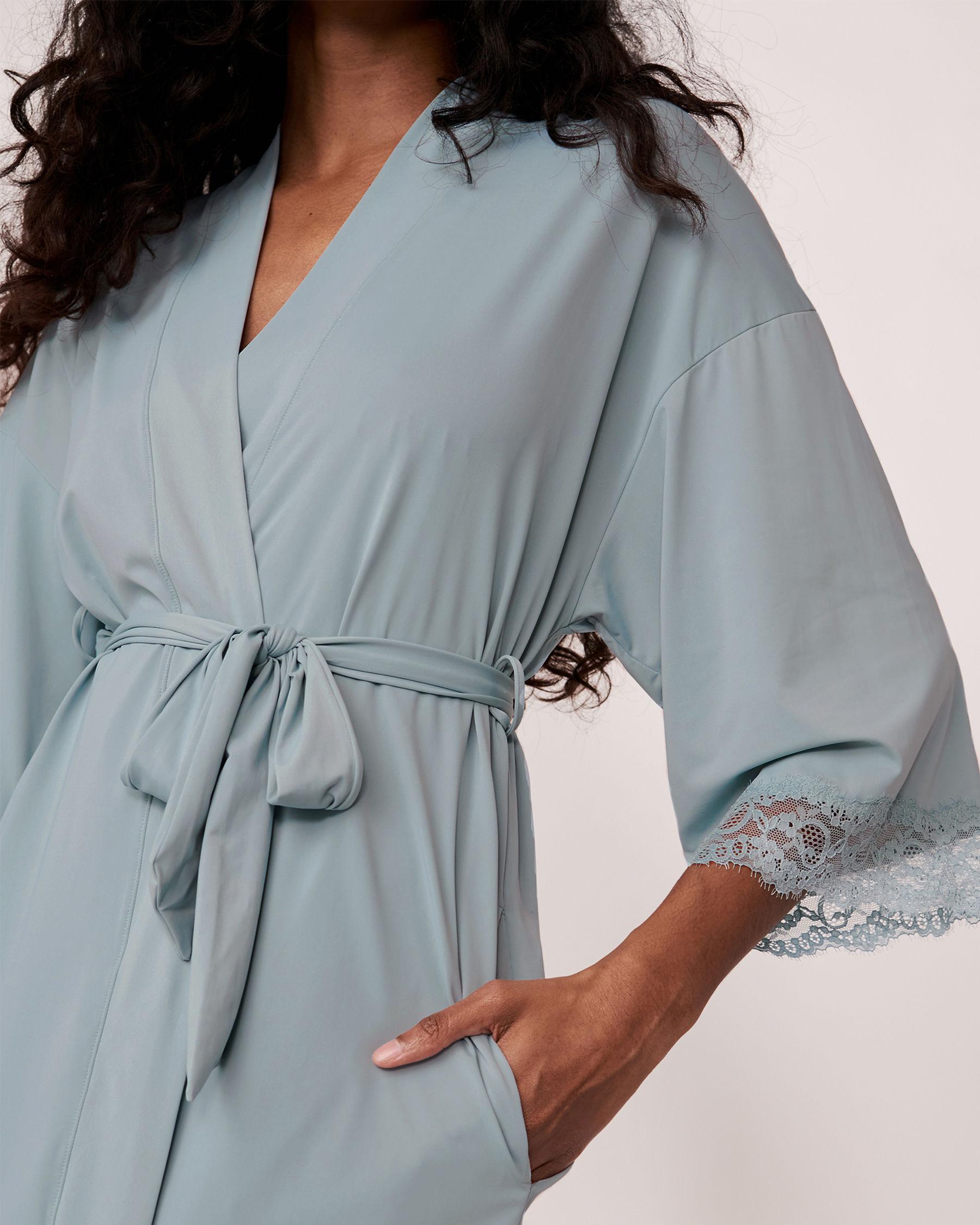 LA VIE EN ROSE Kimono garniture de dentelle Bleu gris 60600001 - Voir1