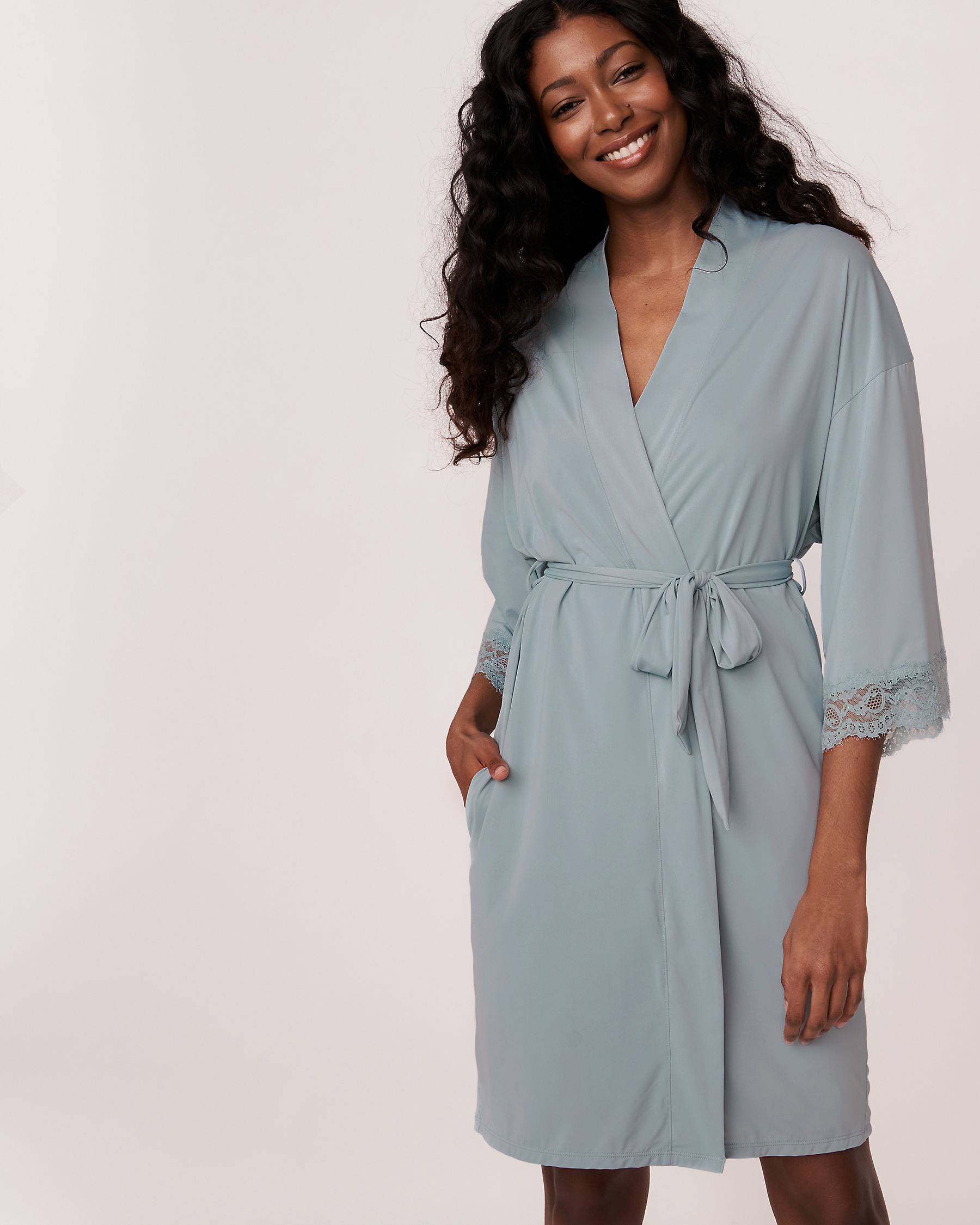 LA VIE EN ROSE Kimono garniture de dentelle Bleu gris 60600001 - Voir3