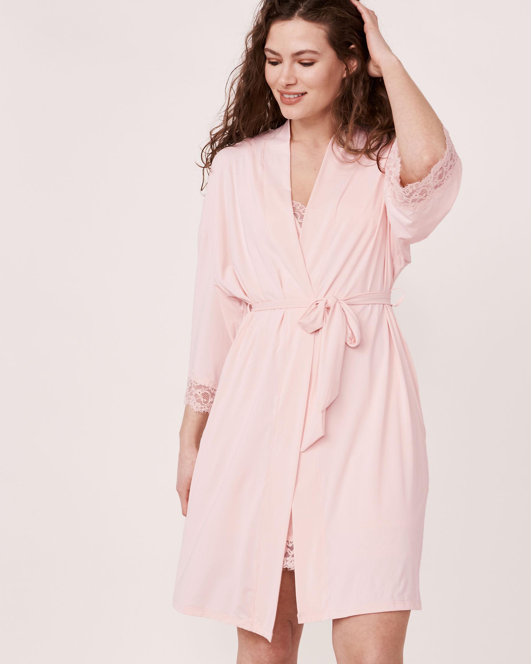 LA VIE EN ROSE Kimono garniture de dentelle Lilas pâle 60600001 - Voir1
