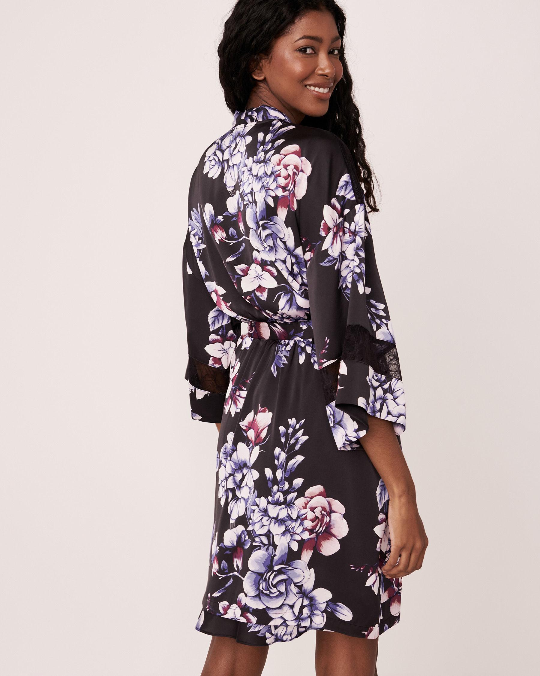 LA VIE EN ROSE Kimono en satin garniture de dentelle Fleurs aquarelles 60600007 - Voir3