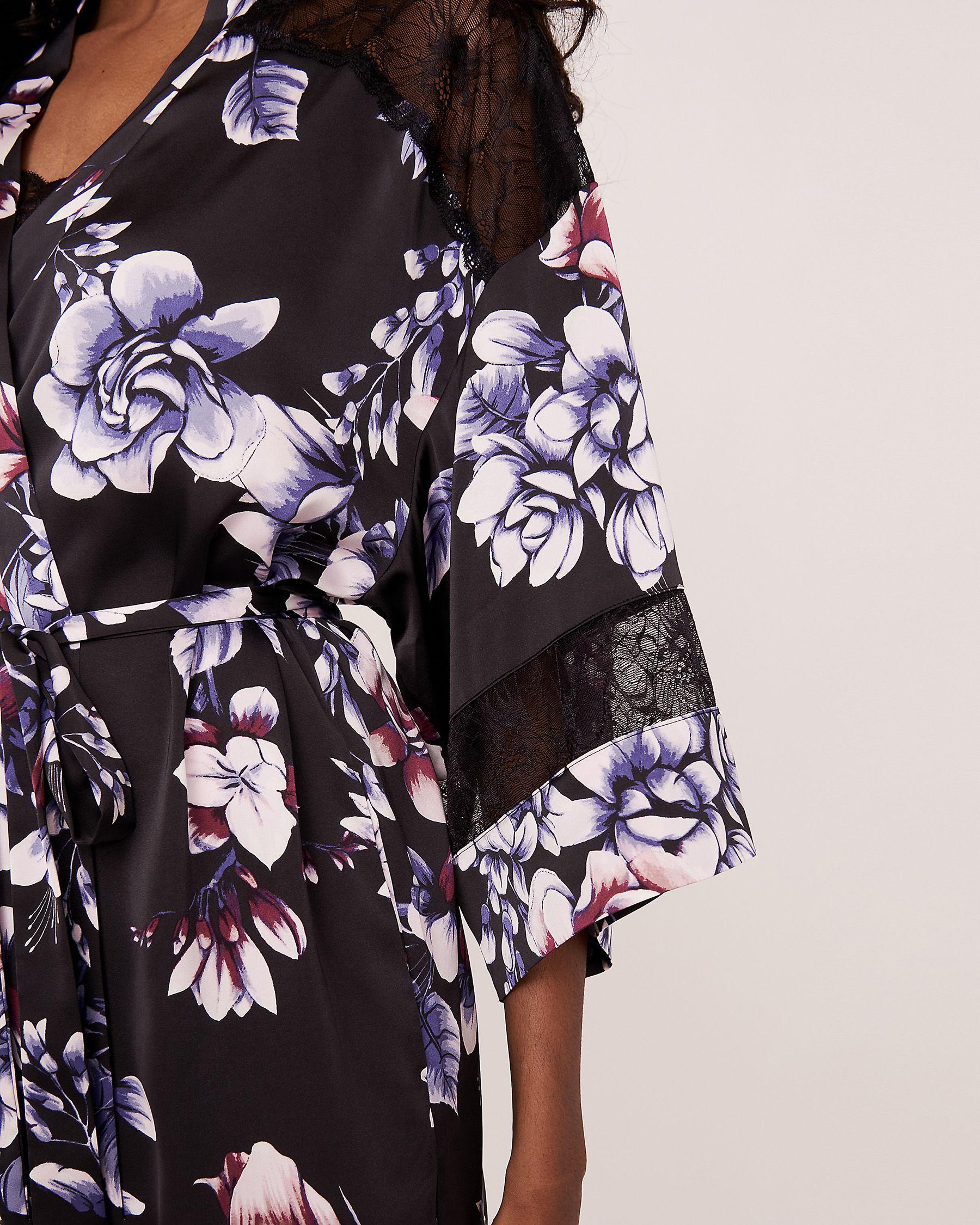 LA VIE EN ROSE Kimono en satin garniture de dentelle Fleurs aquarelles 60600007 - Voir4