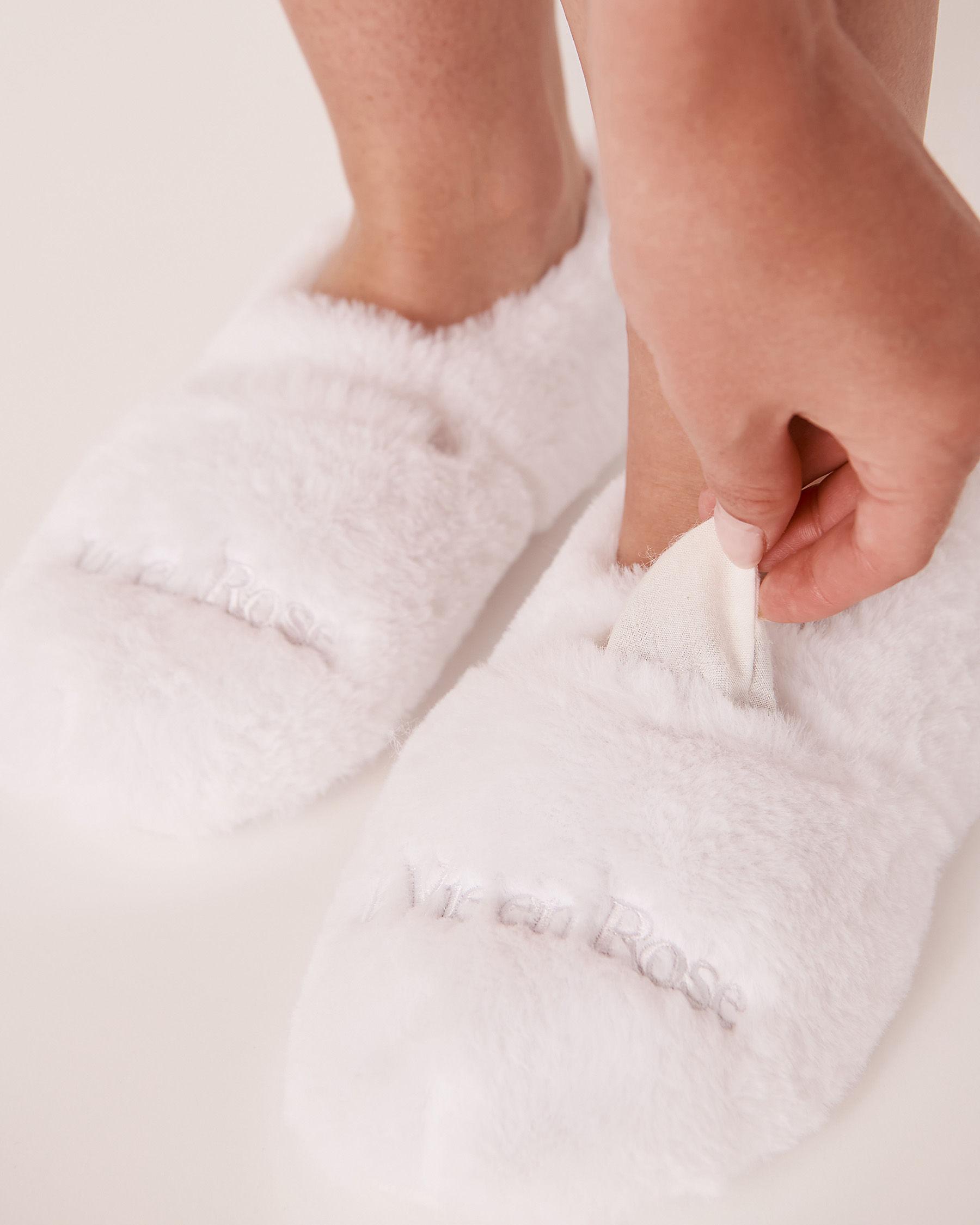 LA VIE EN ROSE Faux Fur Heatable Slippers White 40700046 - View1