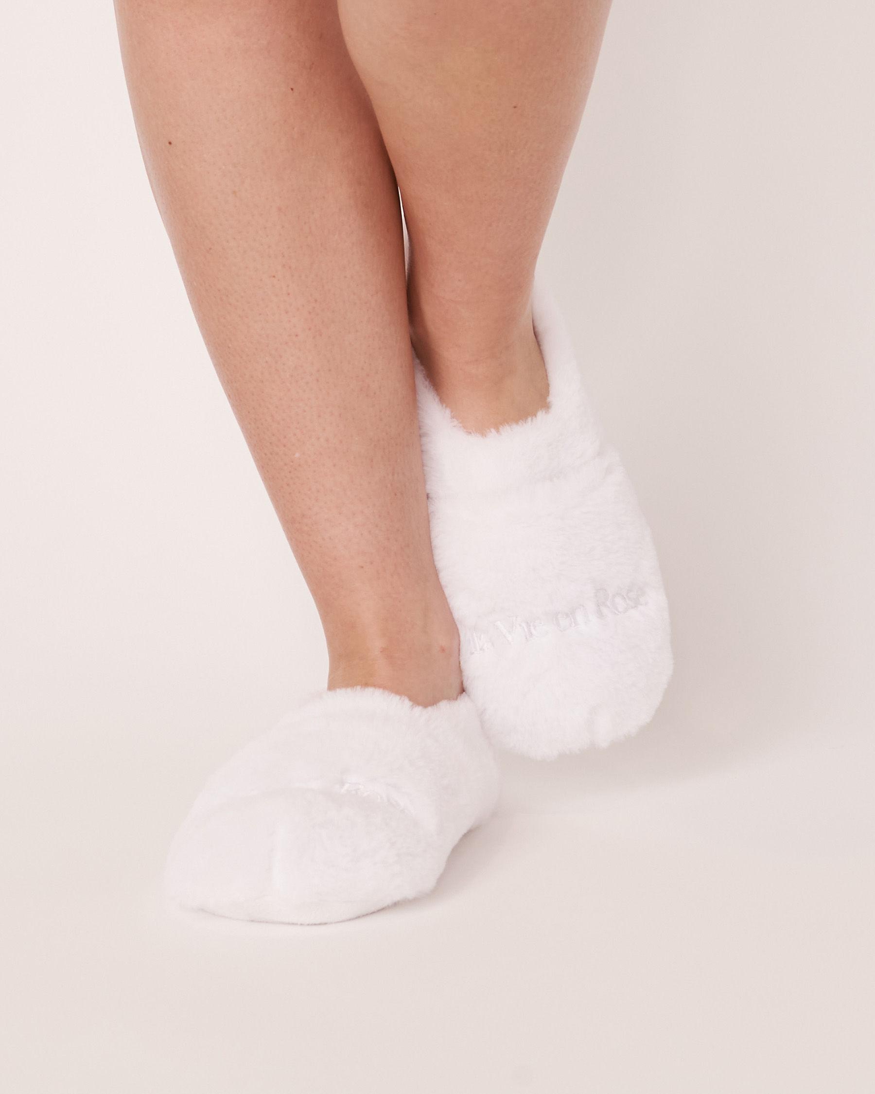 LA VIE EN ROSE Faux Fur Heatable Slippers White 40700046 - View3
