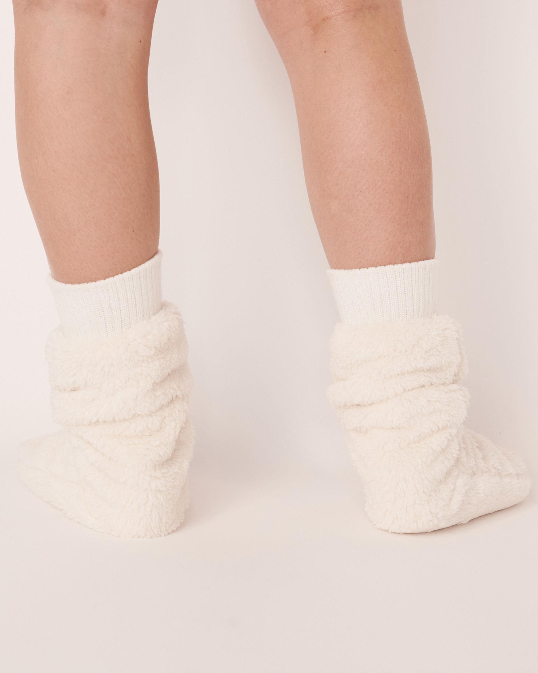 LA VIE EN ROSE Plush Mid Length Socks White 40700050 - View4