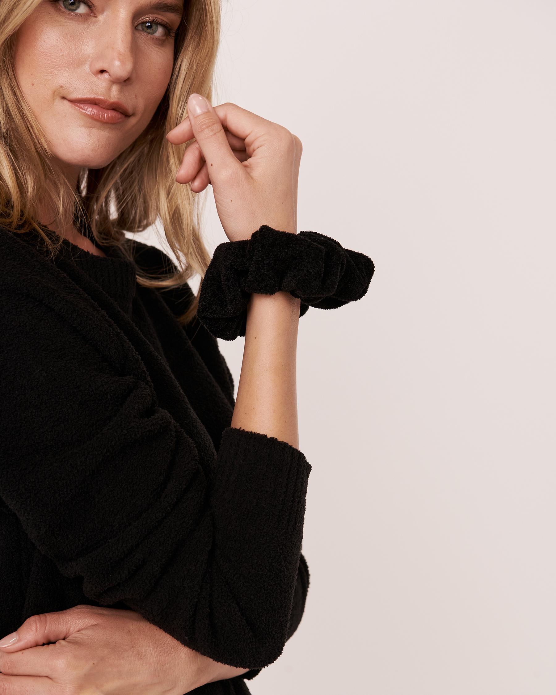 LA VIE EN ROSE Chenille Scrunchie Black 40700064 - View2