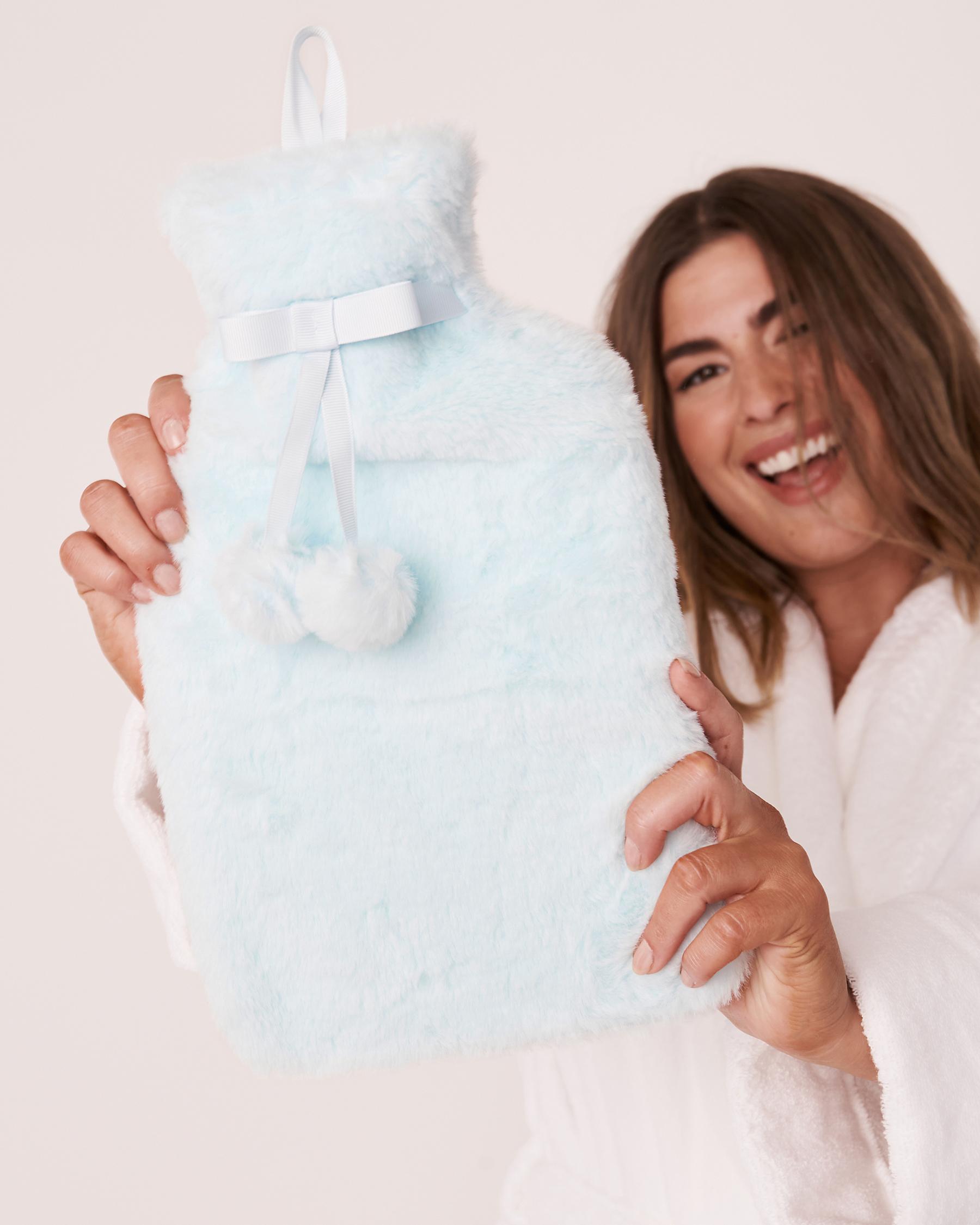 LA VIE EN ROSE Faux Fur Hot Water Bottle Blue glow 40700063 - View2