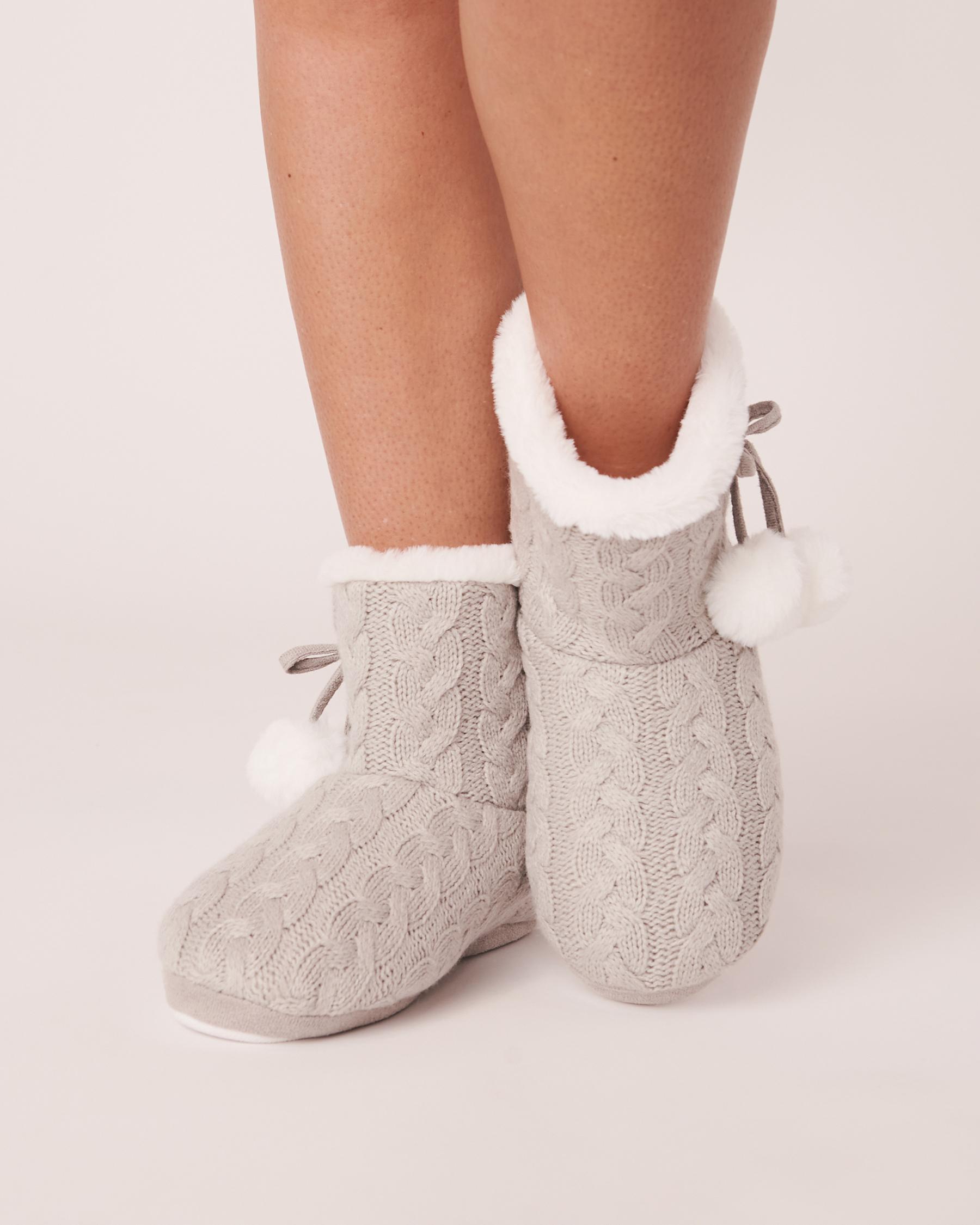 LA VIE EN ROSE Pompoms Bootie Slippers Grey-blue 40700075 - View1