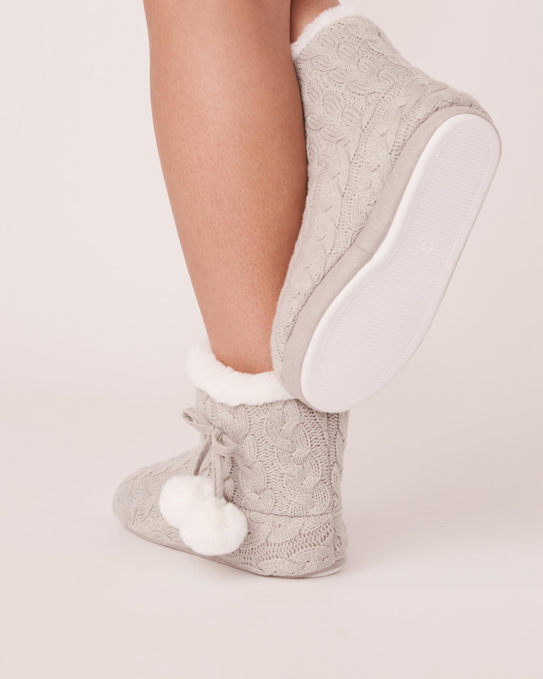 LA VIE EN ROSE Pompoms Bootie Slippers Grey-blue 40700075 - View2