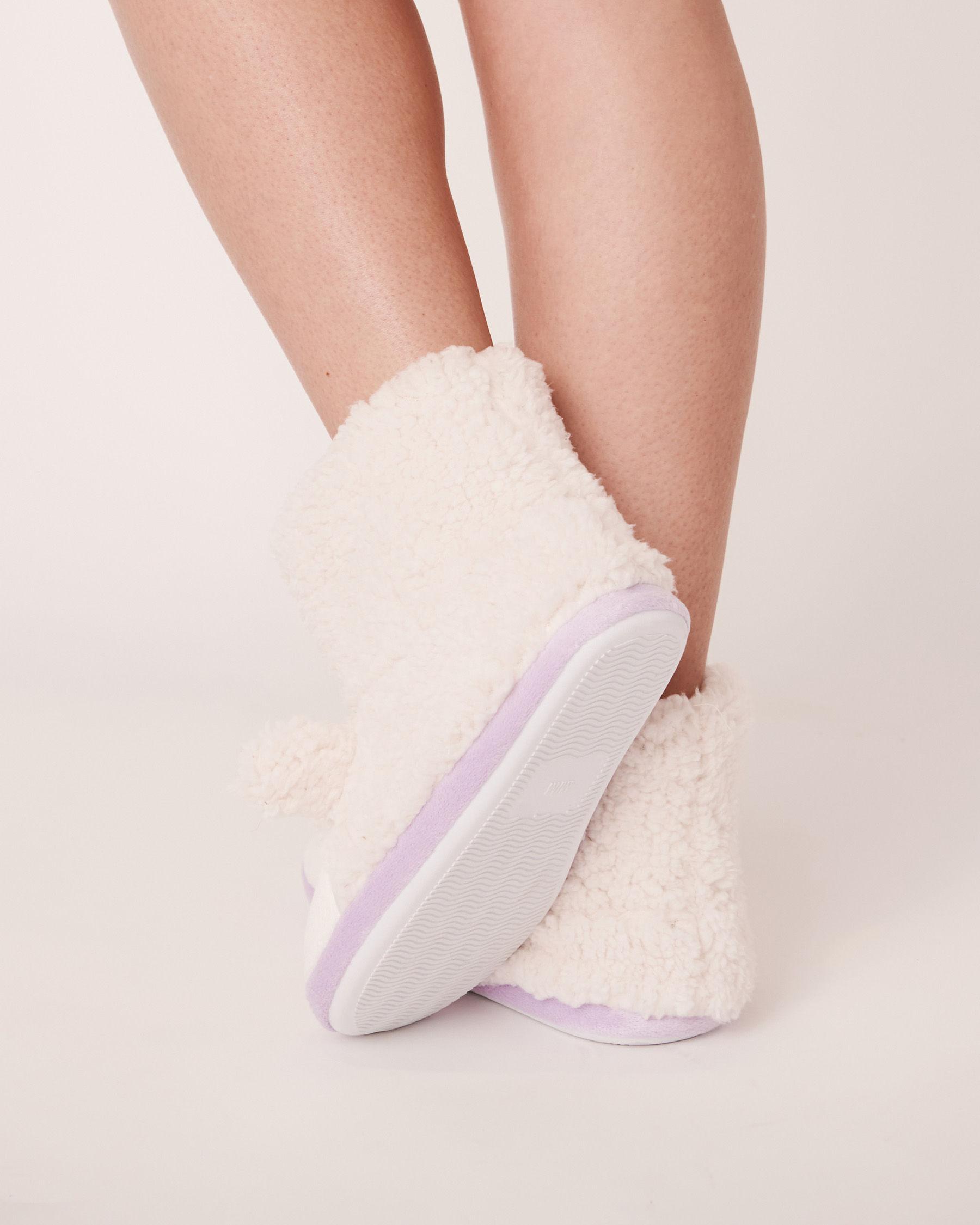 LA VIE EN ROSE Pantoufles bottillons mouton Blanc 40700068 - Voir2
