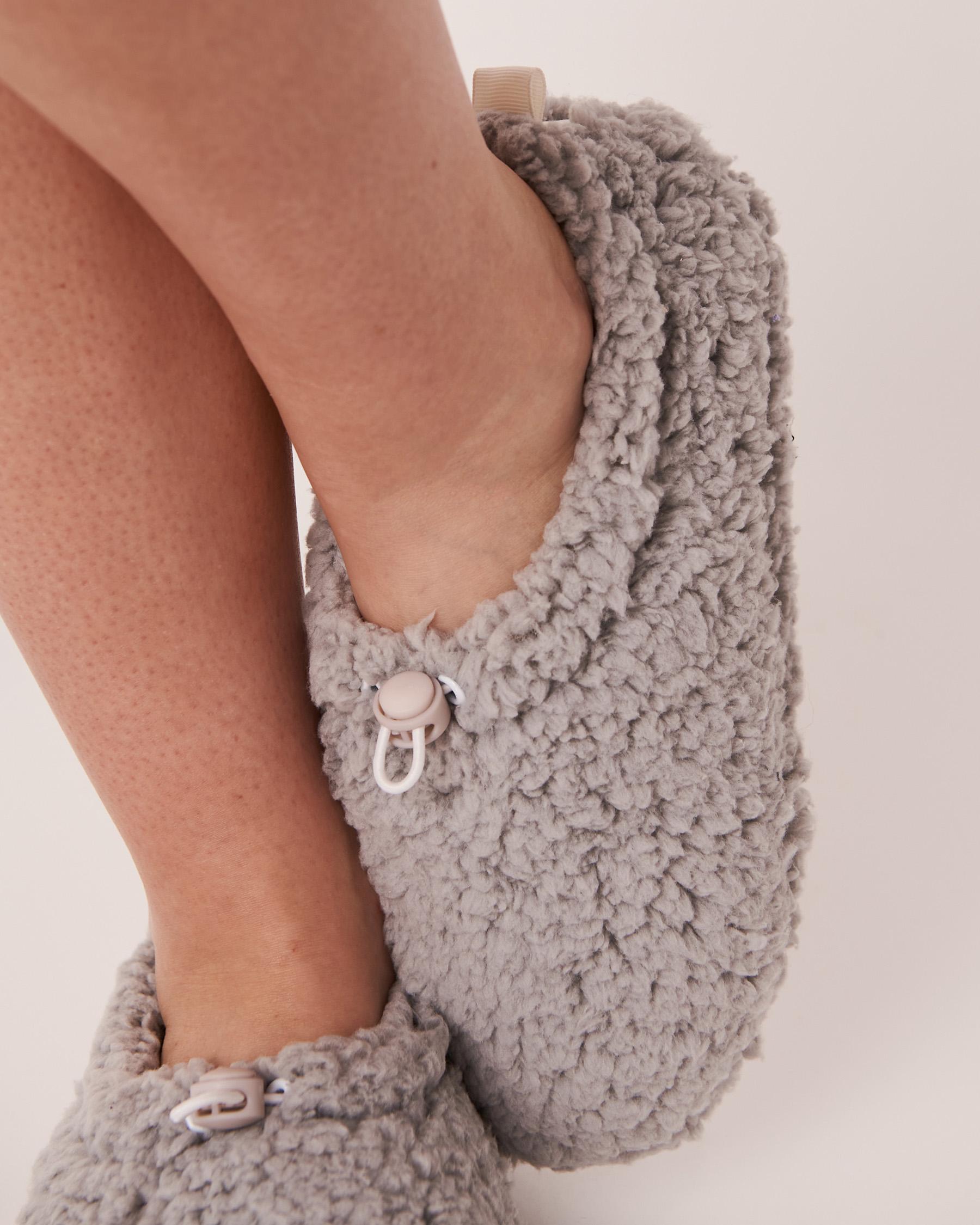 LA VIE EN ROSE Sherpa Bootie Slippers Grey 40700070 - View3