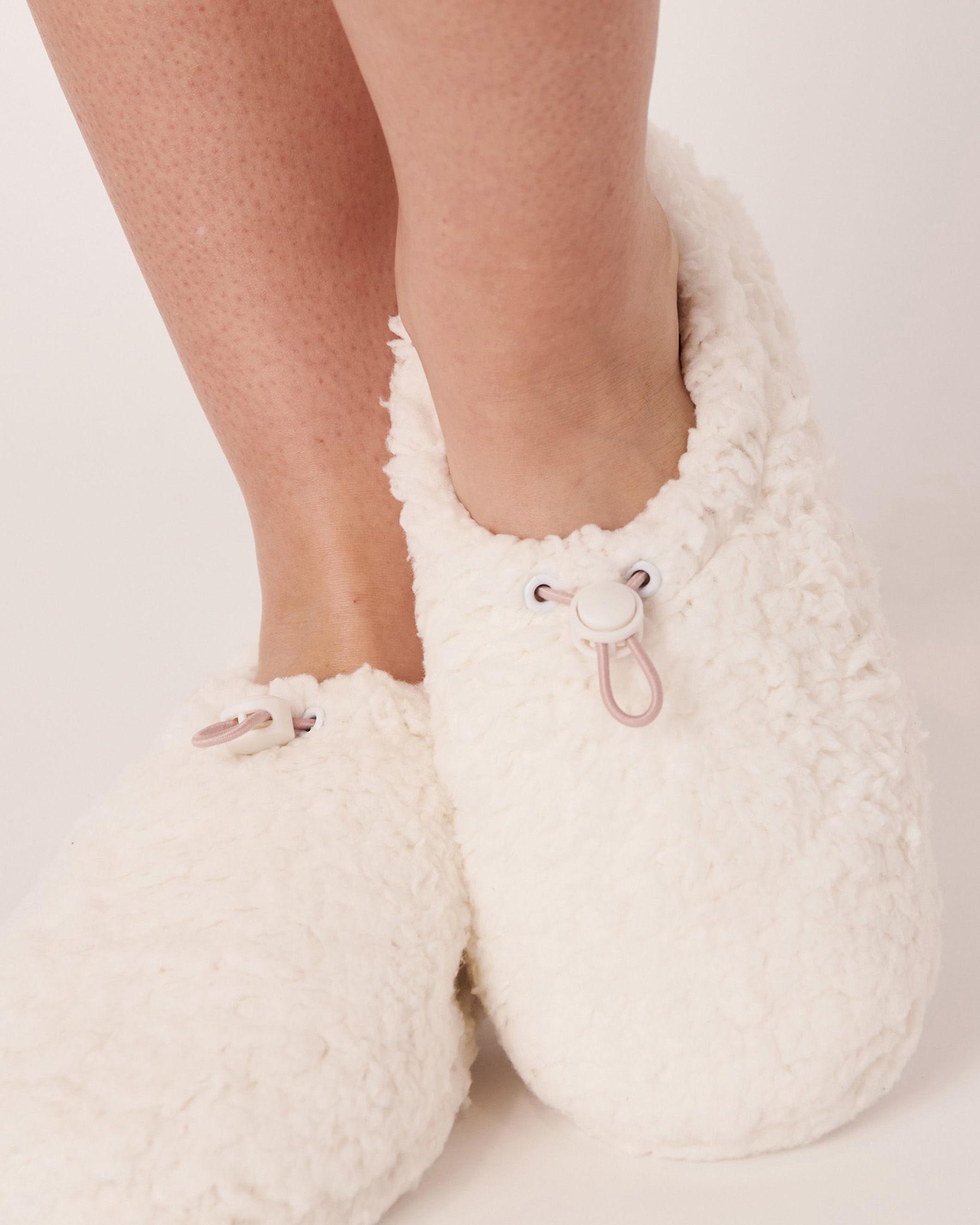 LA VIE EN ROSE Sherpa Bootie Slippers White 40700070 - View1