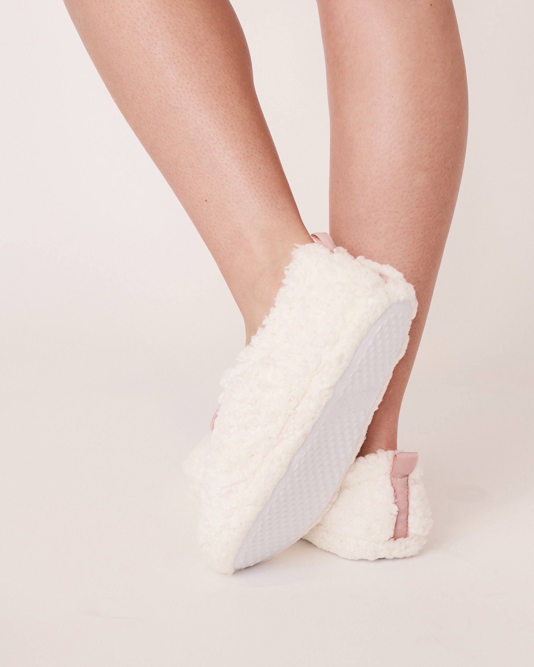 LA VIE EN ROSE Sherpa Bootie Slippers White 40700070 - View2