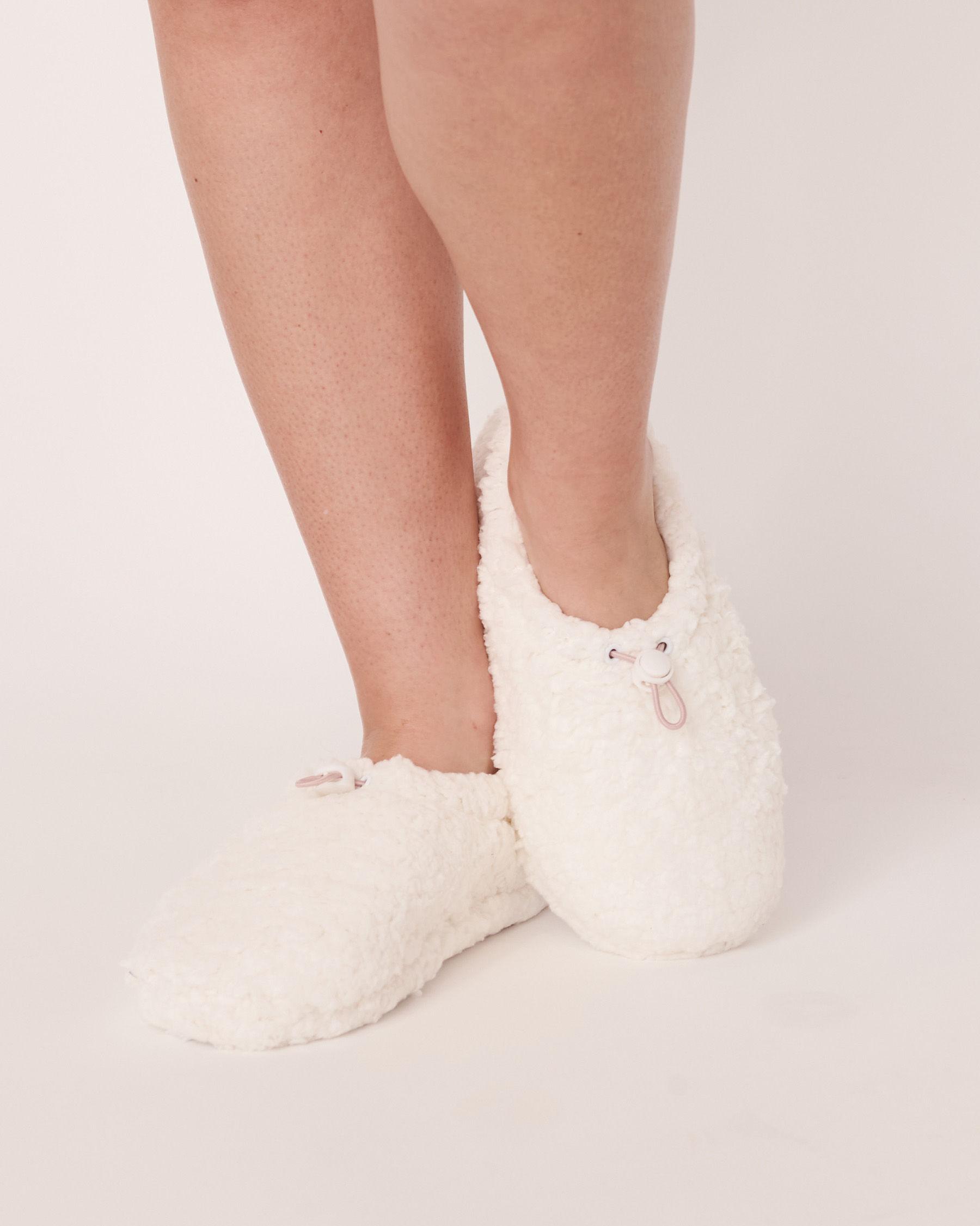 LA VIE EN ROSE Sherpa Bootie Slippers White 40700070 - View3