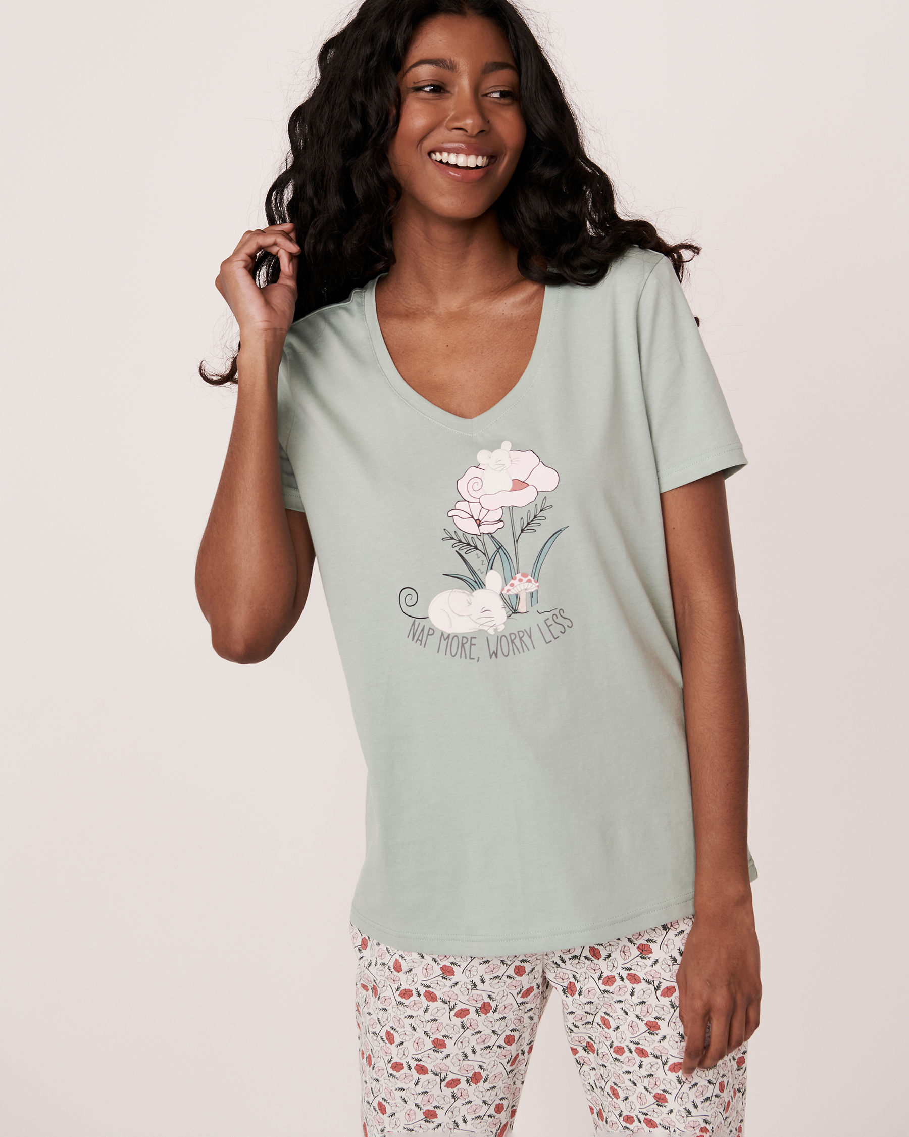 LA VIE EN ROSE V-neckline T-shirt Green 40100123 - View1