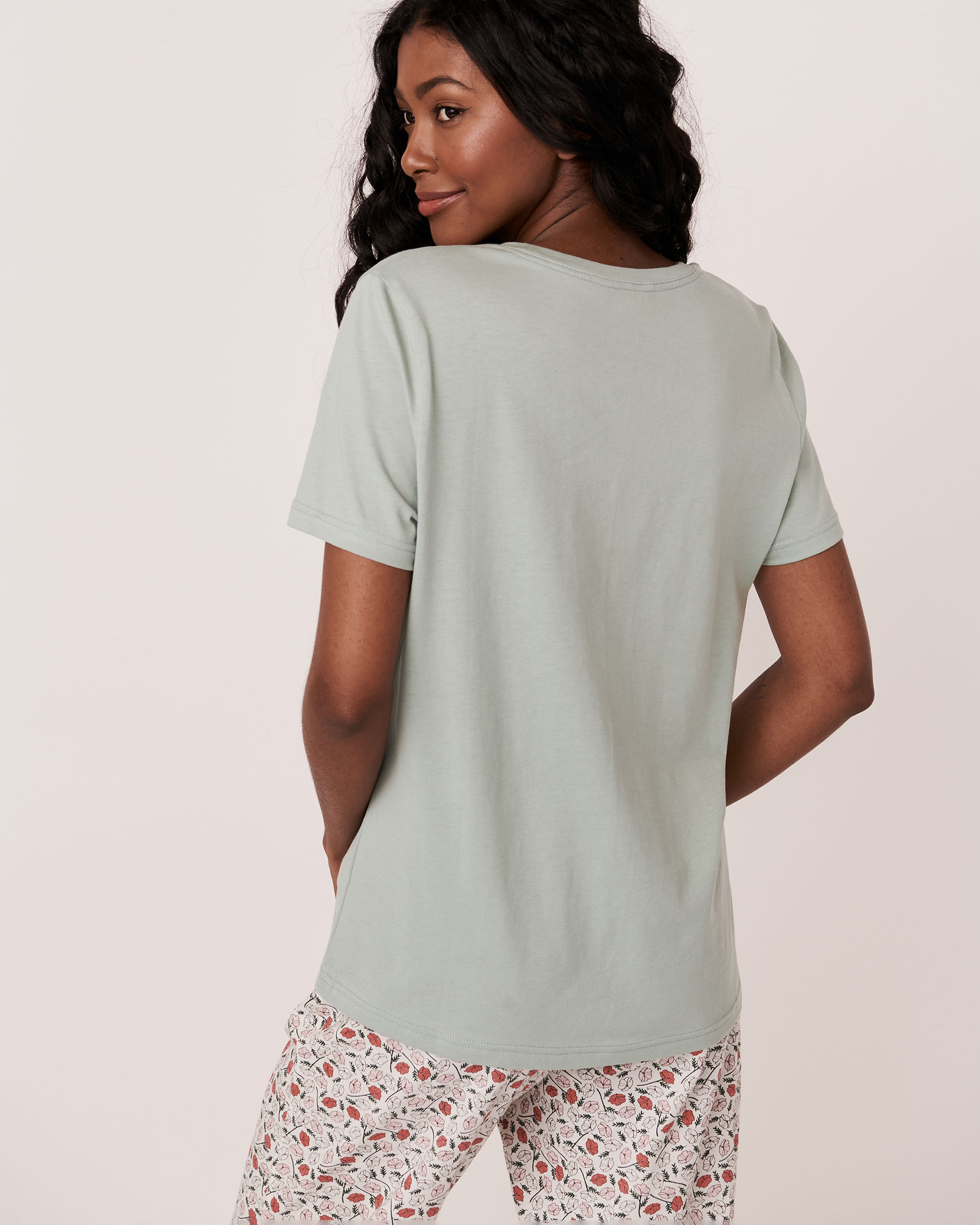 LA VIE EN ROSE V-neckline T-shirt Green 40100123 - View3