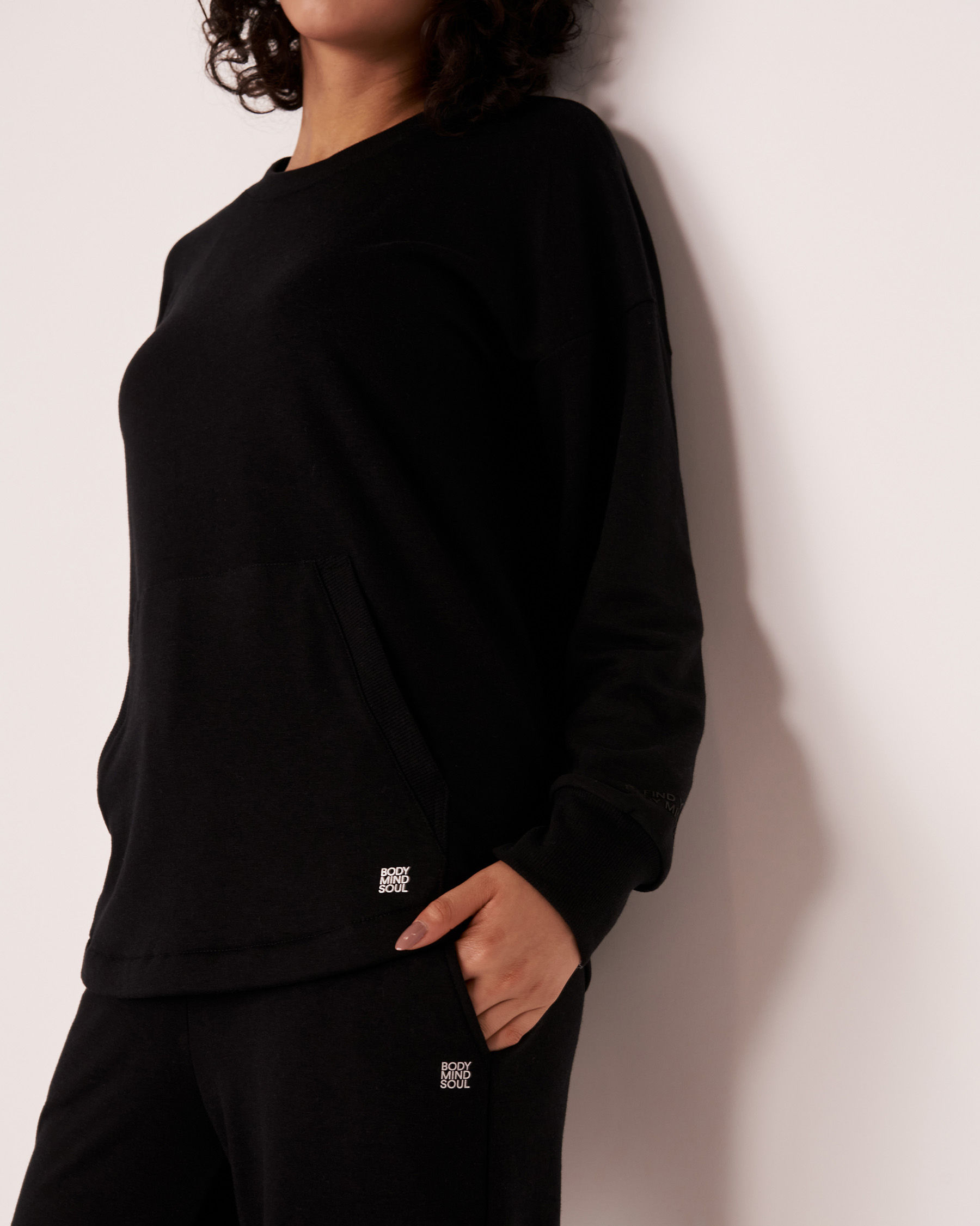 LA VIE EN ROSE Drop Shoulder Shirt Black 50100018 - View3