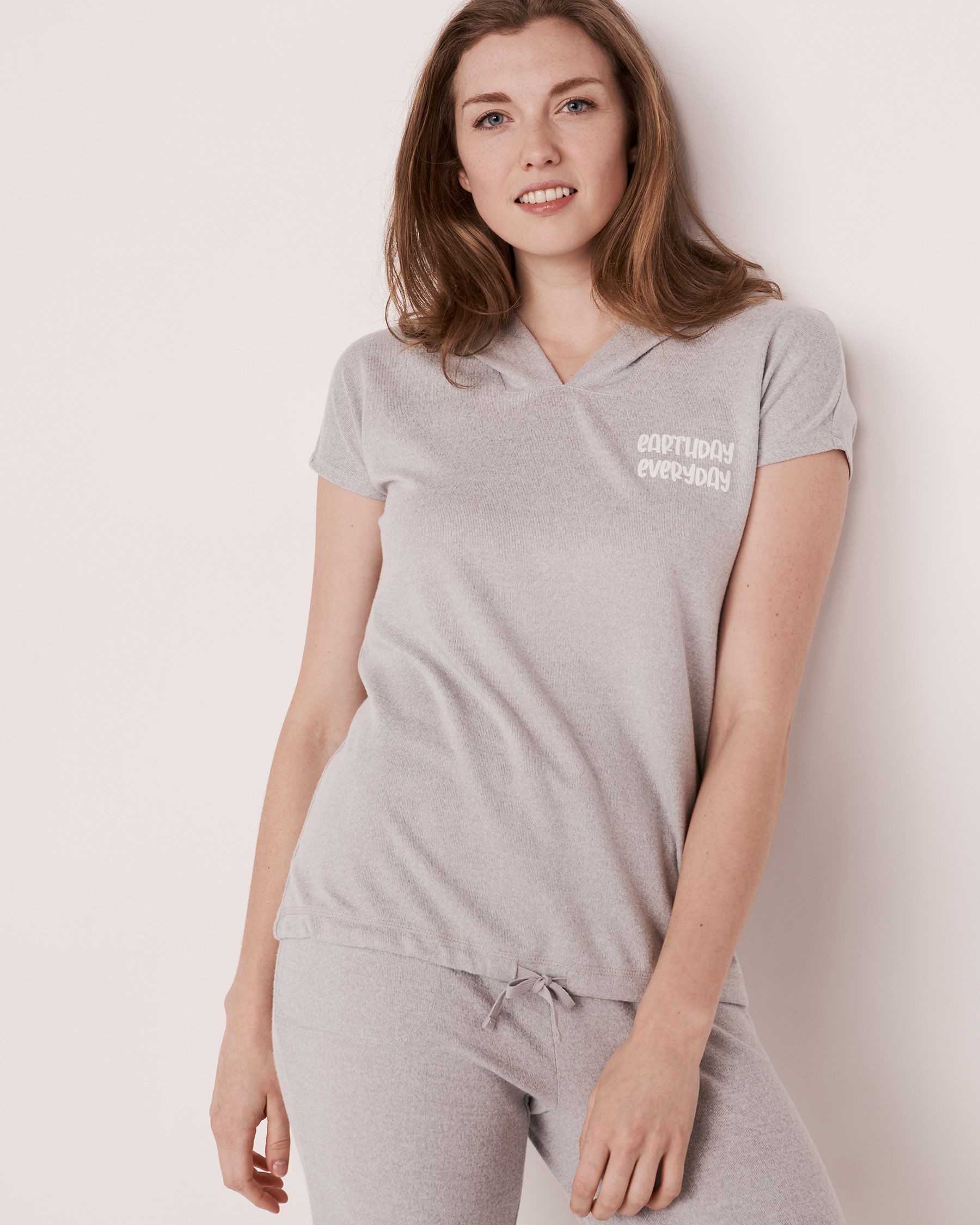 LA VIE EN ROSE Chandail manches courtes à capuchon en fibres recyclées Mélange de gris 40100039 - Voir1