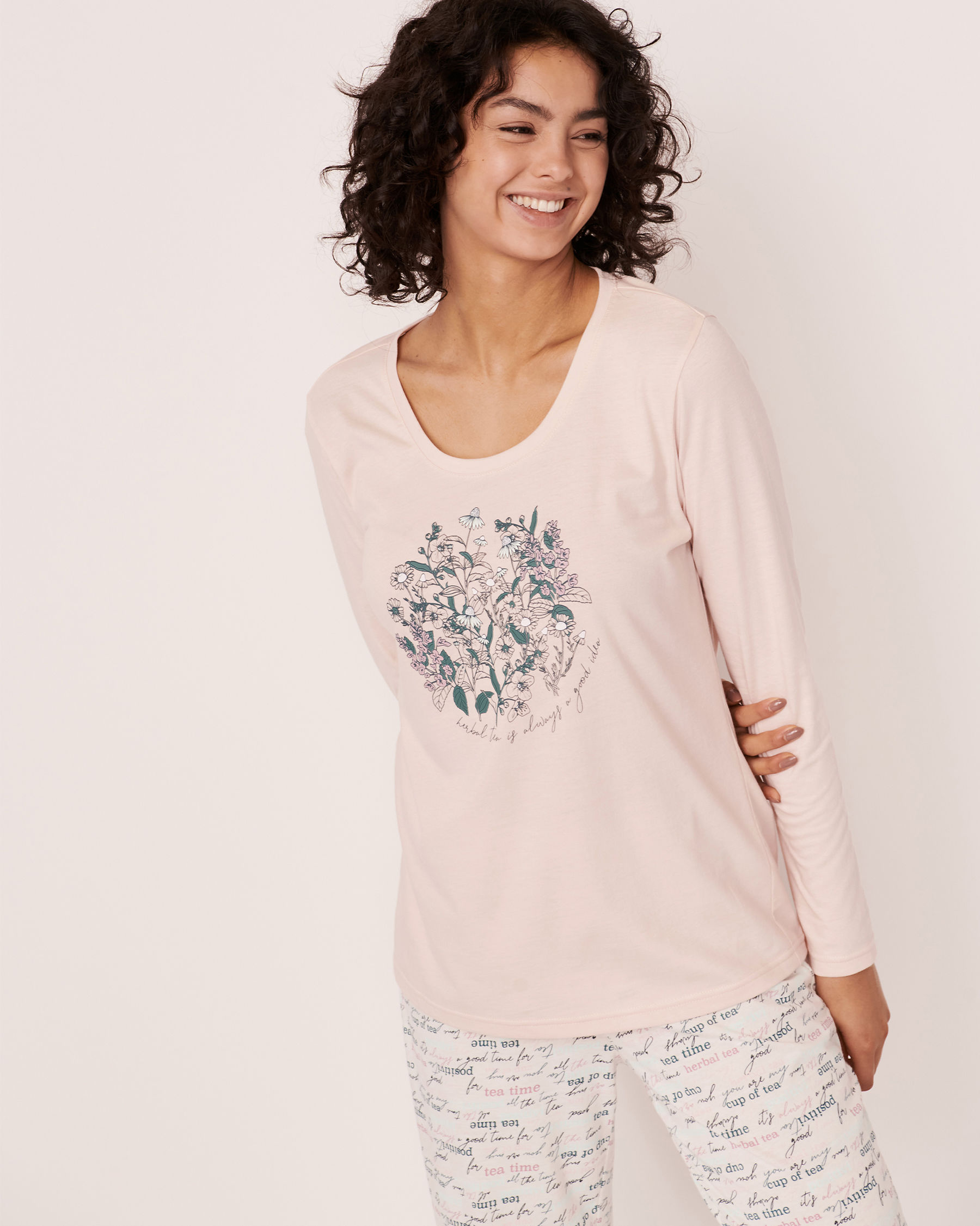 LA VIE EN ROSE Scoop Neck Long Sleeve Shirt Light pink 40100182 - View1