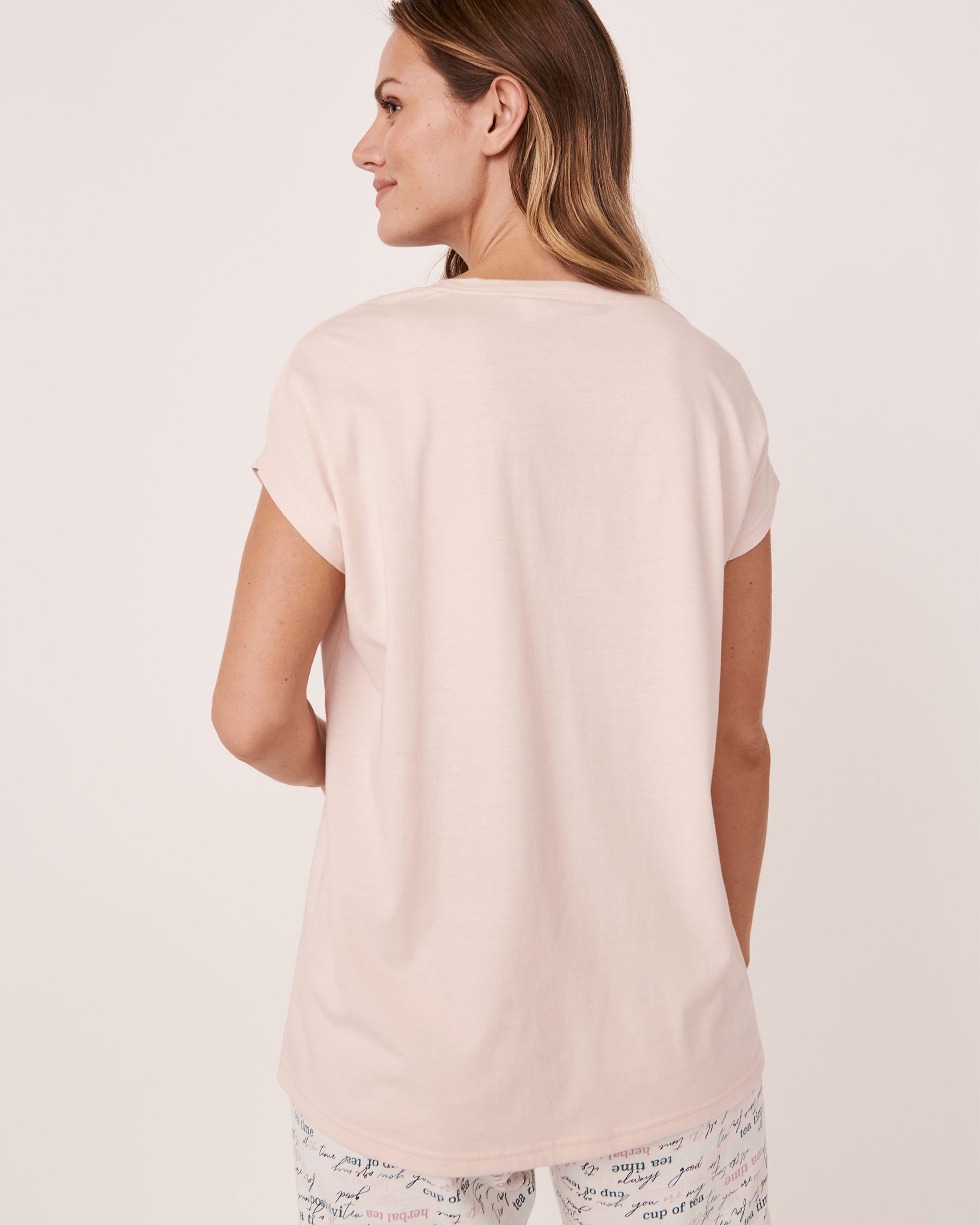 LA VIE EN ROSE Scoop Neck T-shirt Light pink 40100181 - View3