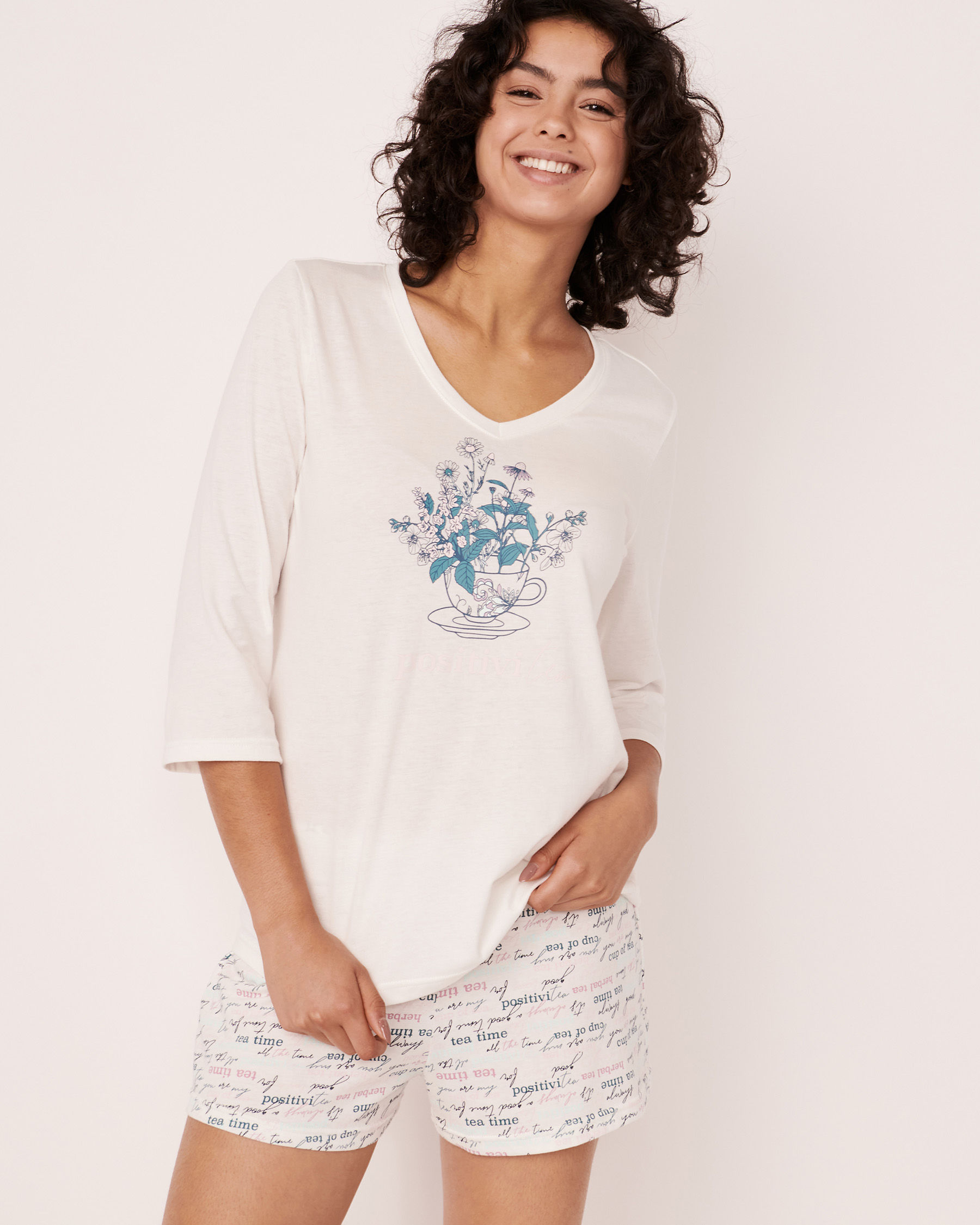 LA VIE EN ROSE V-neckline 3/4 Sleeve Shirt White 40100179 - View3